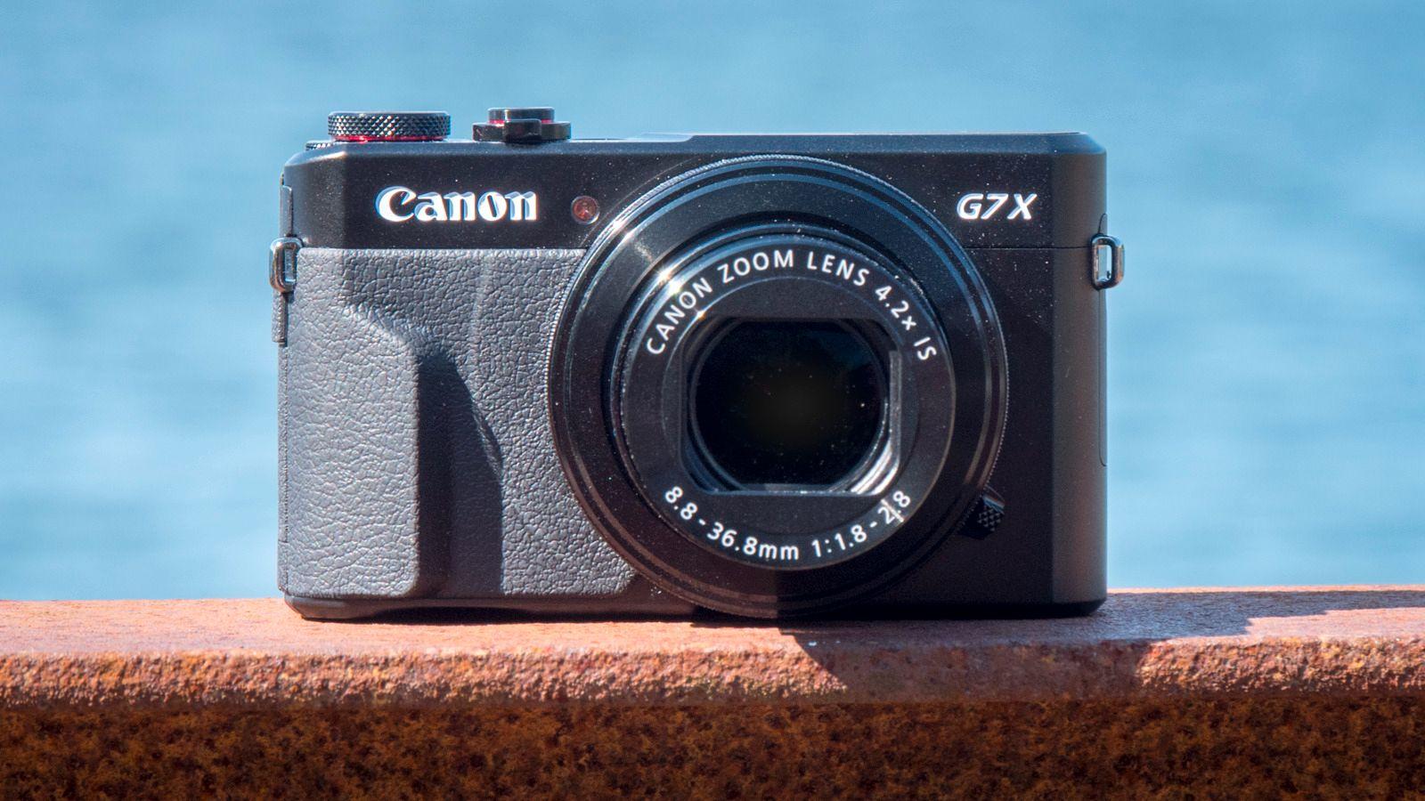Canon G7 X Mark II. Flere bilder av kameraet under tabellen.