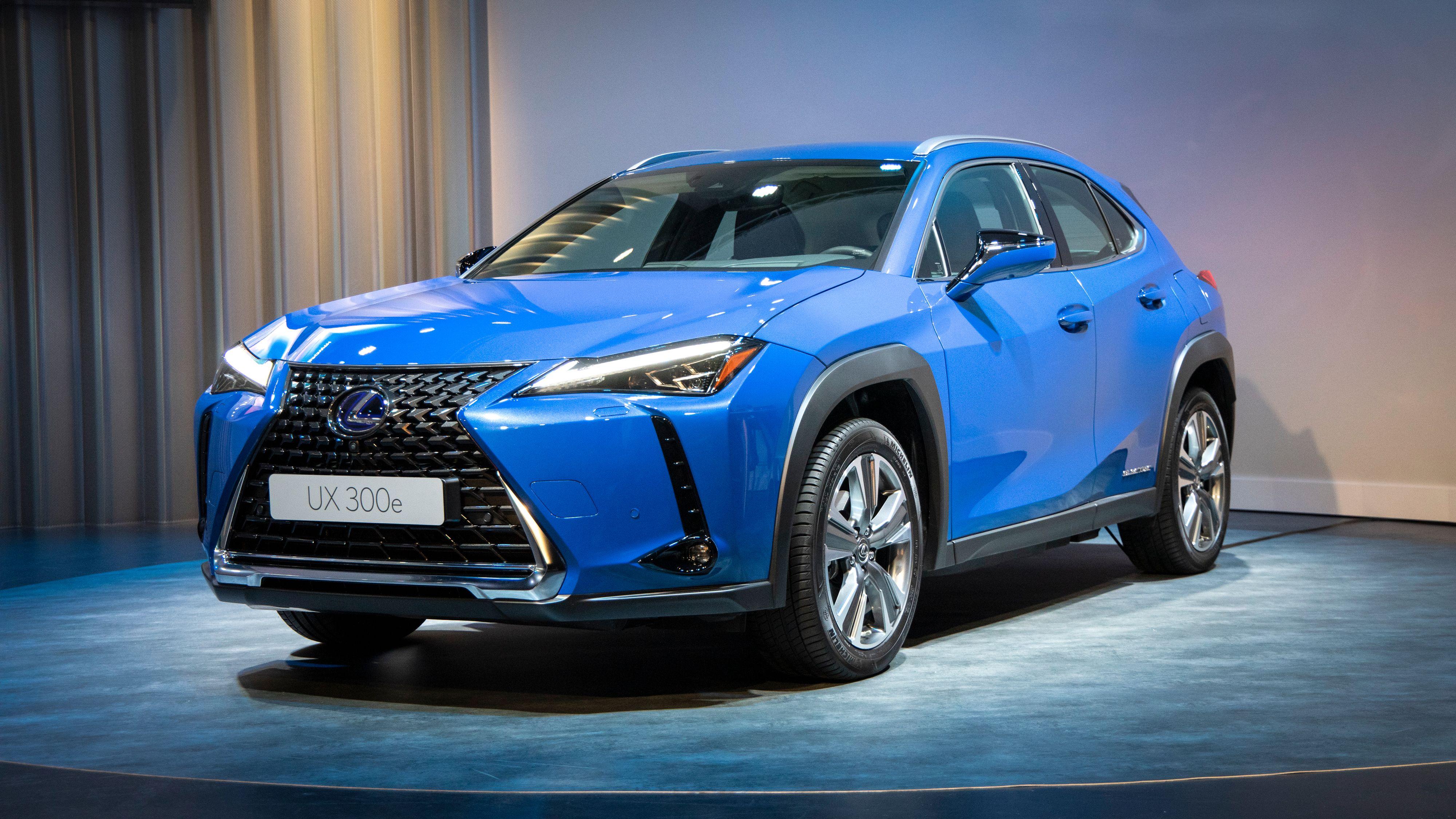 Lexus UX300e blir den første elbilen fra Toyota-konsernet. Den er basert på hybriden UX250, og altså ikke bygget på noen dedikert elbilplattform.