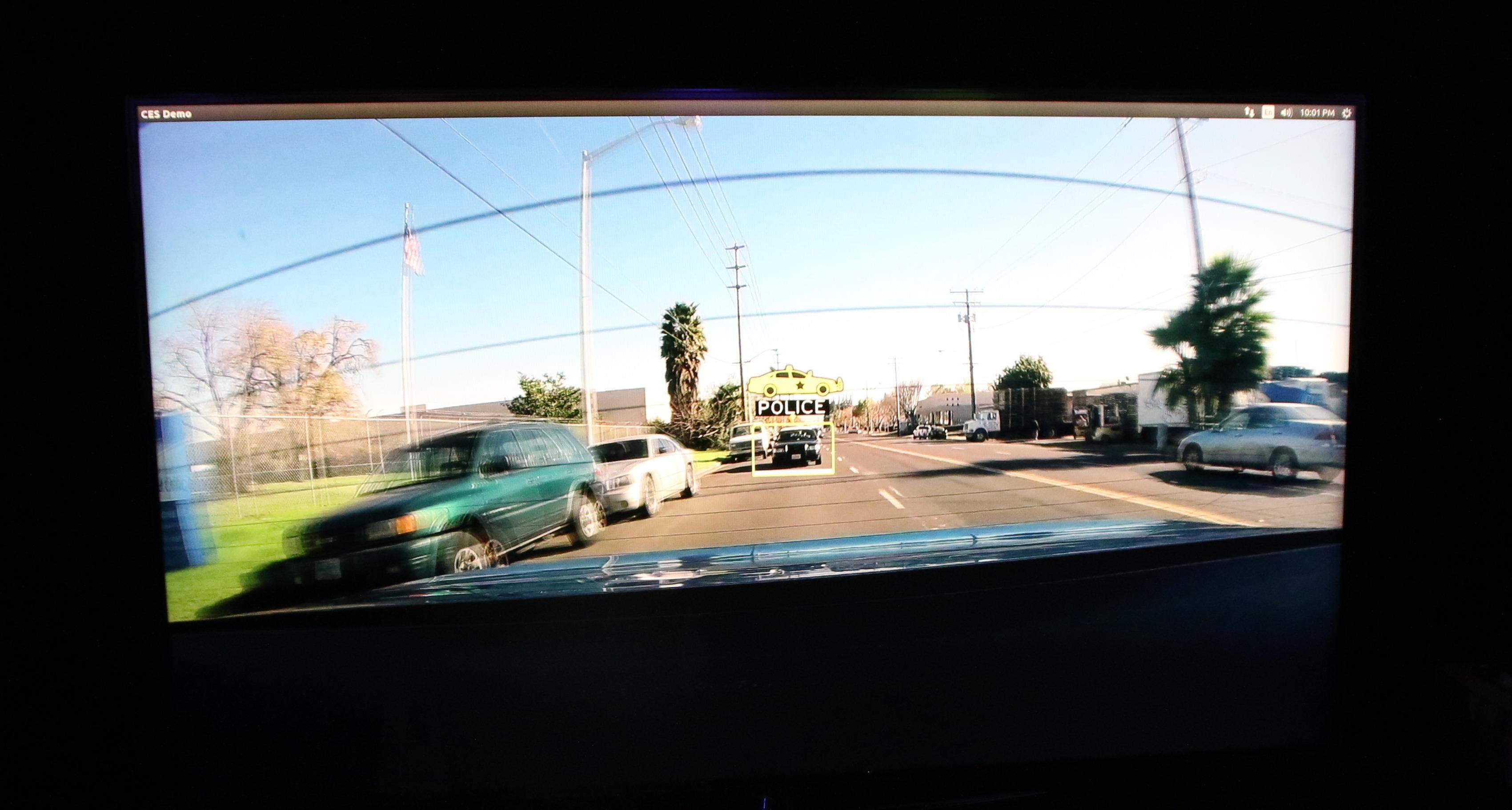 En politibil bak bilen skal lett plukkes opp.Foto: Rolf B. Wegner, Tek.no
