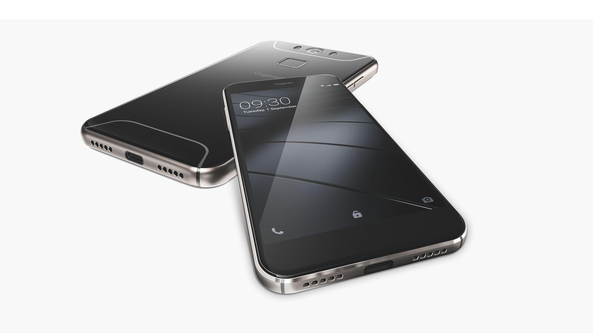 Gigasets ME-telefoner er en av de første som lanserer med den nye USB C-kontakten. Det betyr raskere alt, lading og dataoverføring og ikke minst. Du kan sette den inn begge veier. Foto: Odd Richard Valmot