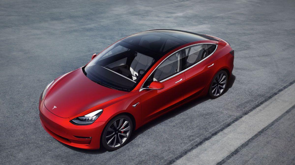 Elon Musk: Snart kan Teslaen snakke med mennesker