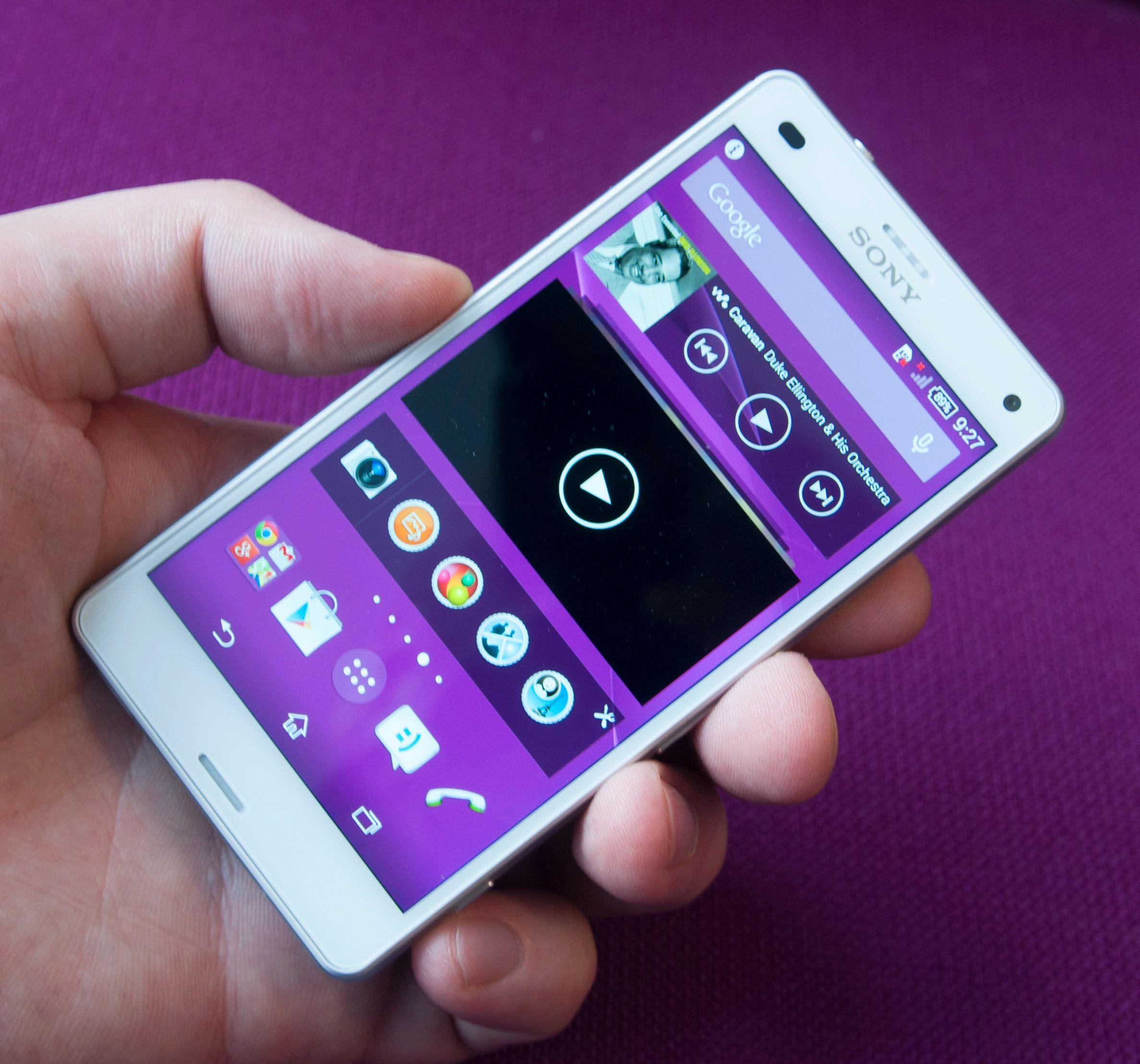 I Sony Xperia Z3 Compact har skjermen økt fra 4,3 til 4,6 tommer. Samtidig har selve mobilen blitt mindre.Foto: Finn Jarle Kvalheim, Amobil.no