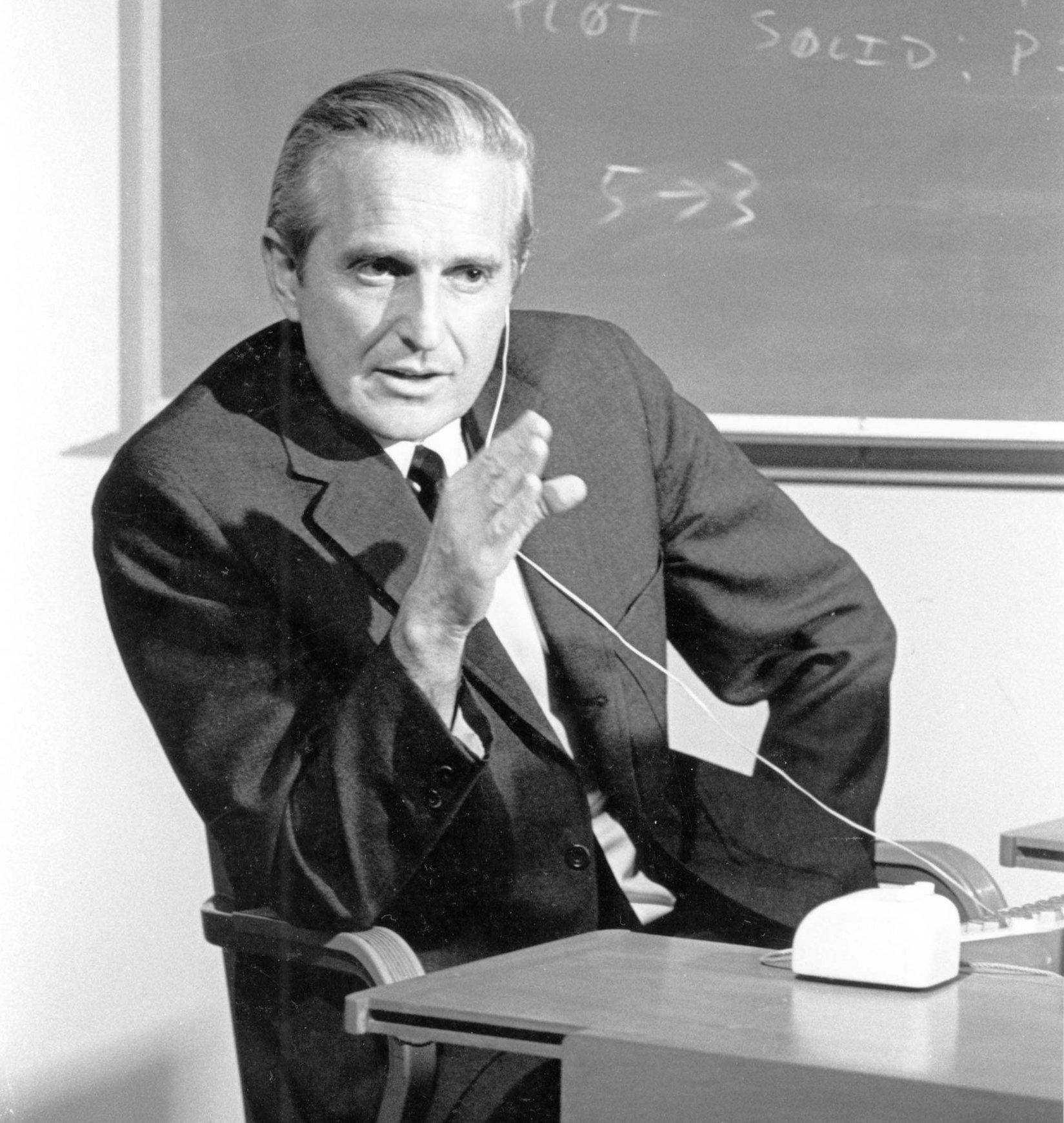 Duglas Engelbart fotografert i 1968, året da datamusen ble laget. Foto: SRI