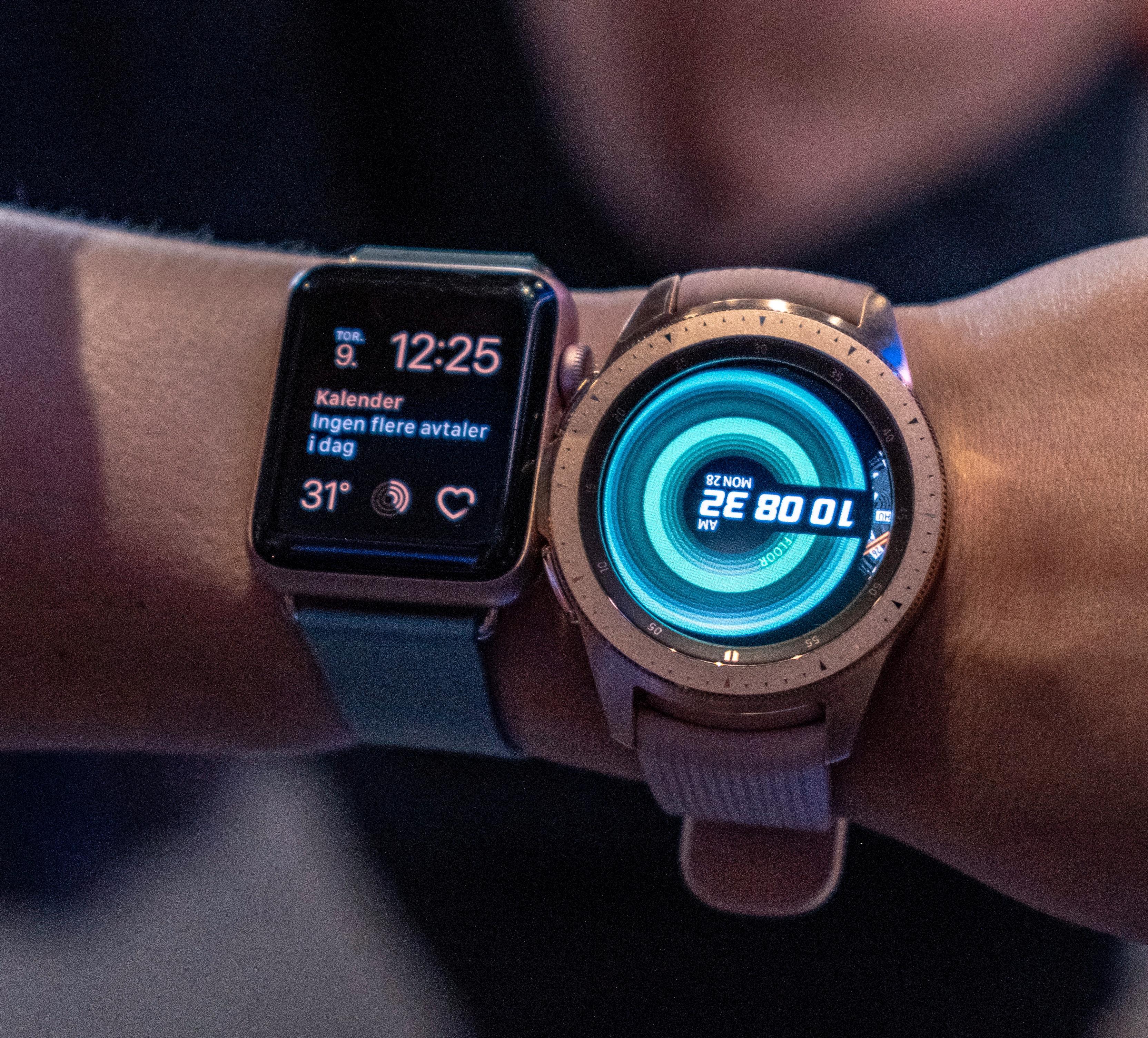 Galaxy Watch (til høyre) vil nok få en del oppmerksomhet når messedørene åpnes opp.