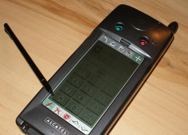 Alcatel OT Com-her uten vindusdekselet du kunne legge over skjermen.