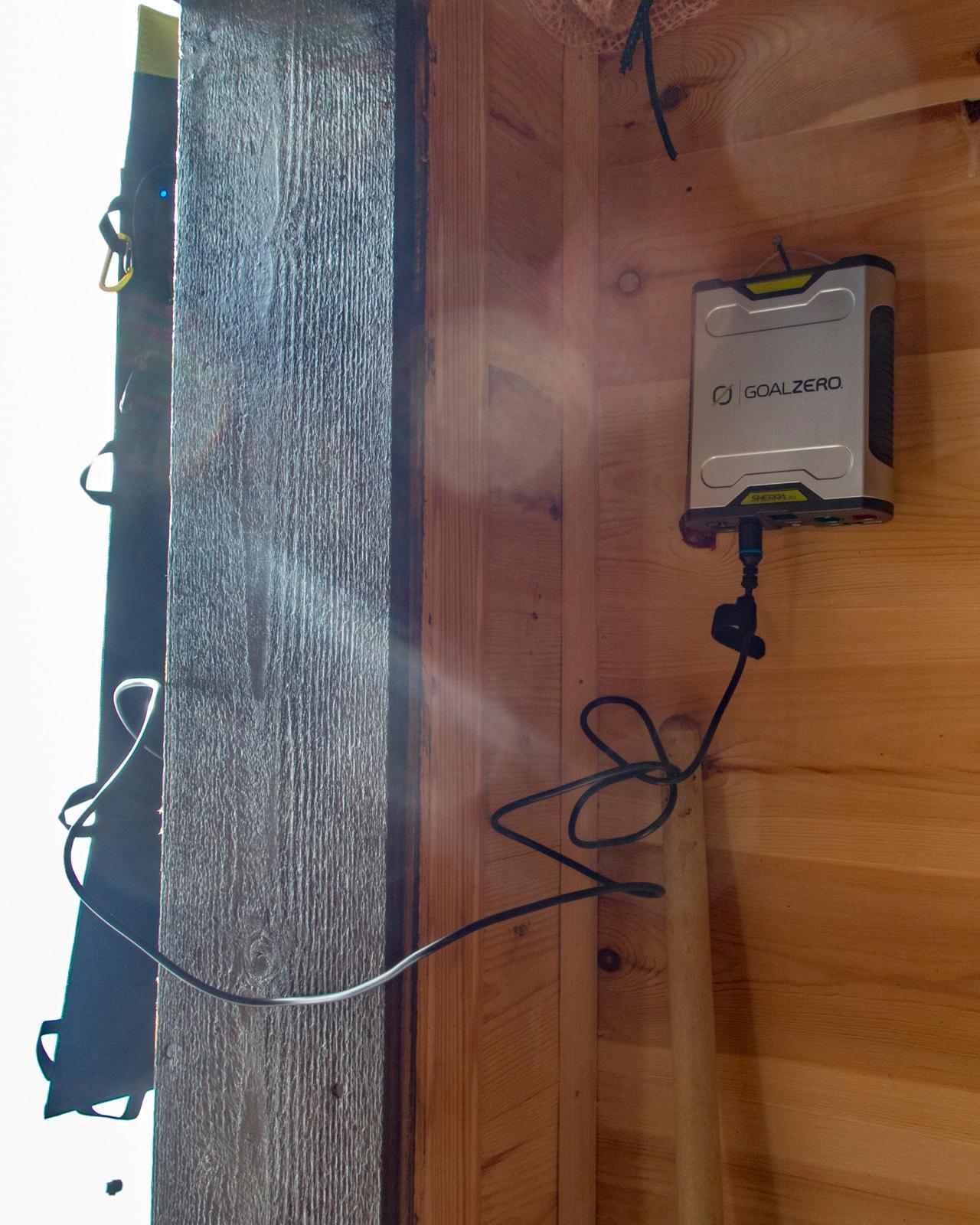 Nomad 20 har en egen, lang ladekabel som passer til Goal Zeros store batterier.