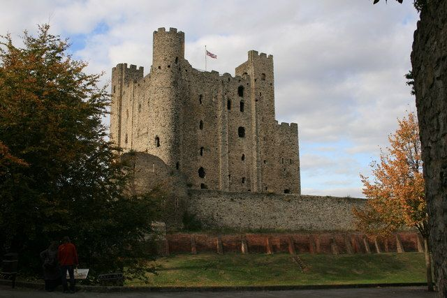 Rochester Castle. Det runde tårnet ble bygd som erstatning etter at originaltårnet ble ødelagt av underminering. Foto: Geoff Cooper