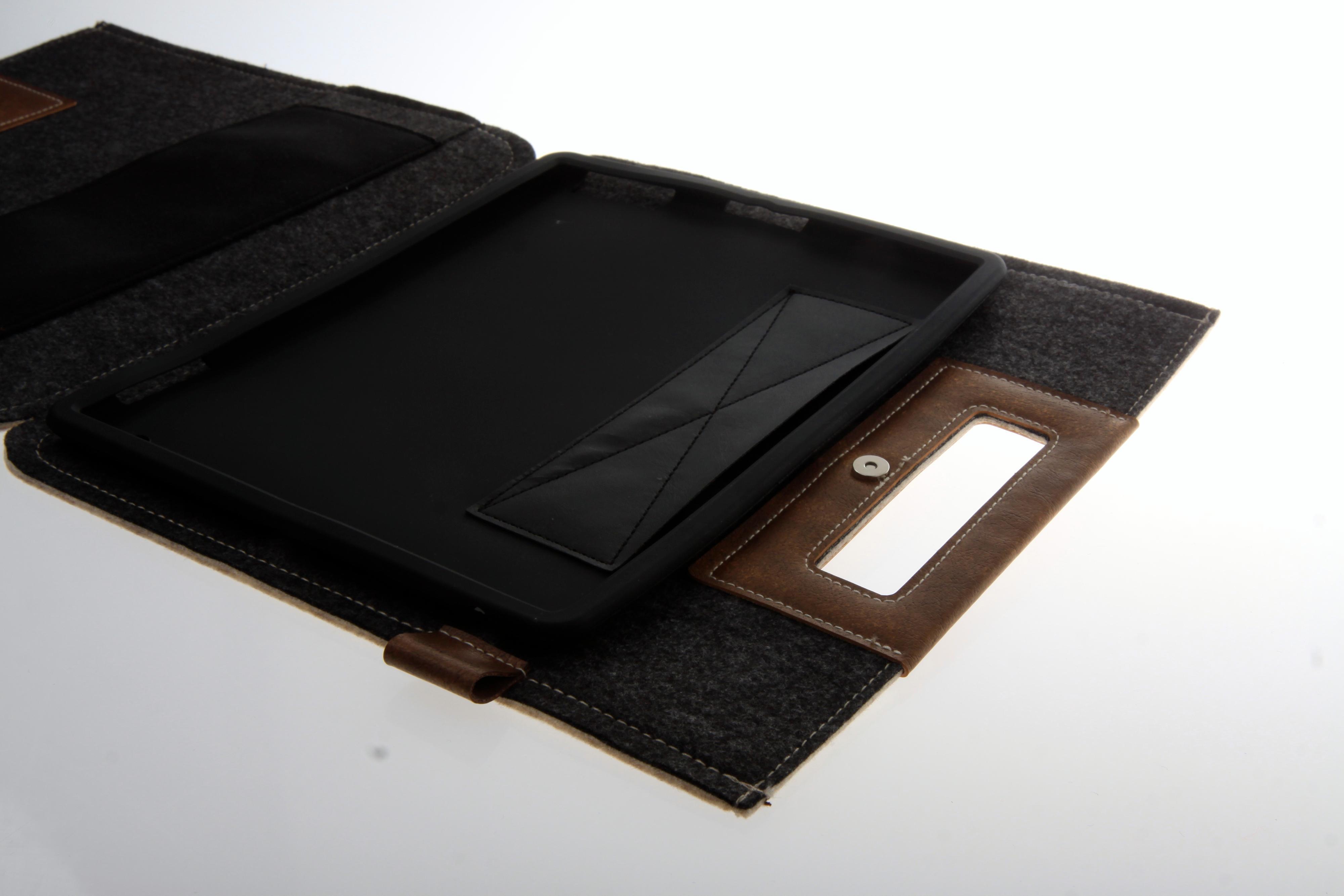 Cooler Master Afrino Folio ser ut som en veske. iPad-en festes i et gummihylster på innsiden.Foto: Kurt Lekanger, Amobil.no
