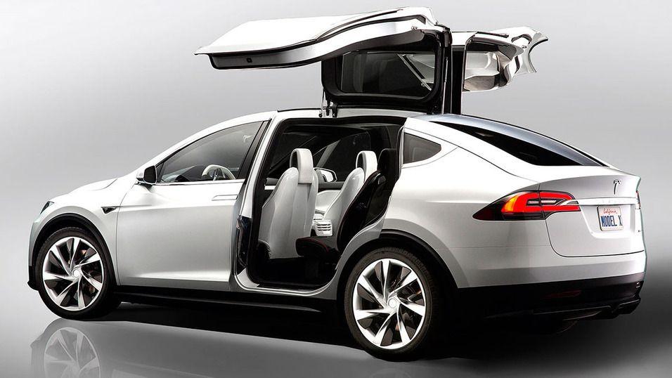 Nylig lanserte Tesla Model X er blant bilene som skal produseres på Gigafactory. Foto: Tesla Motors
