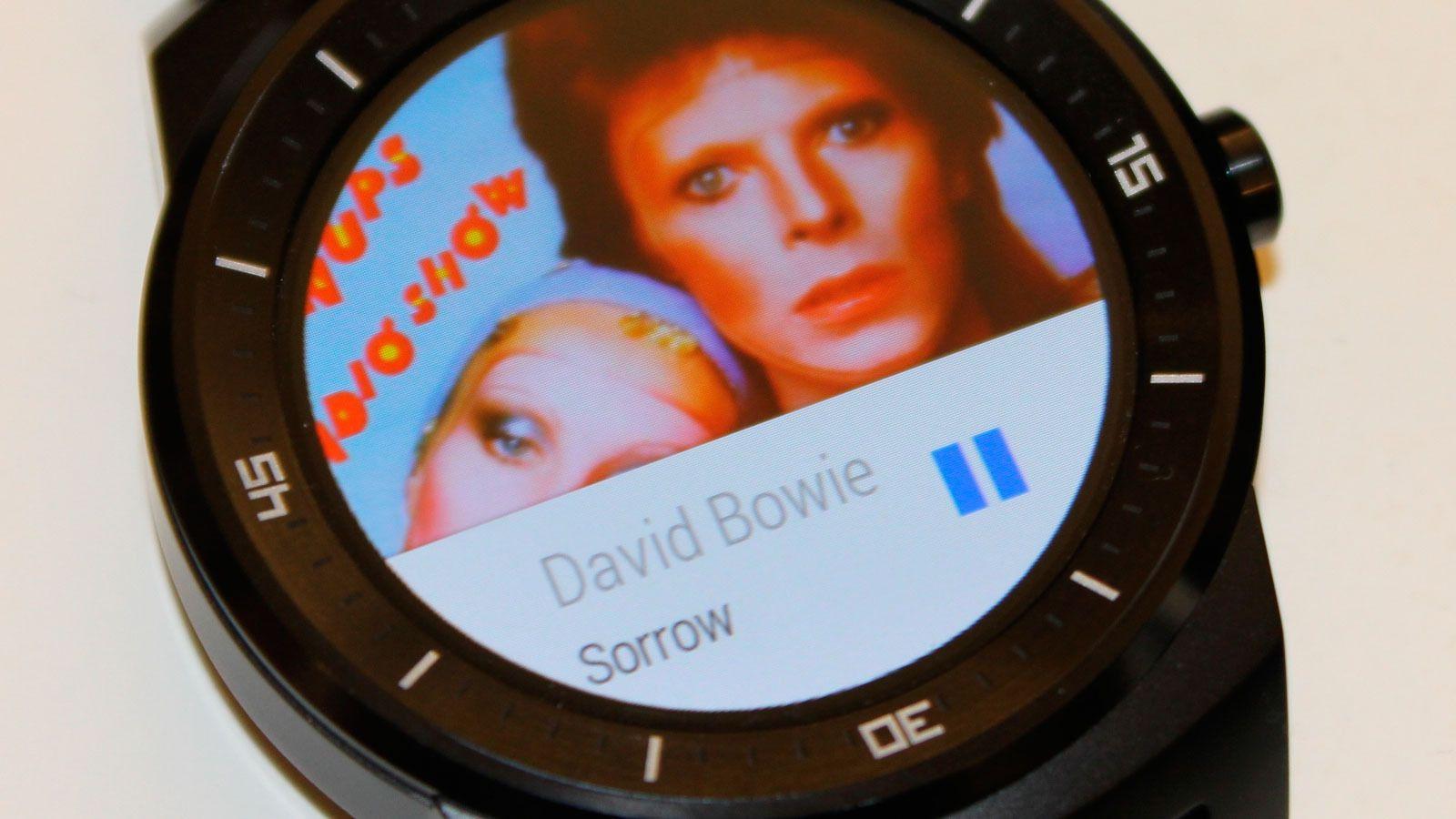 Slik ser det ut når vi bruker klokken som kontroll for Spotify på mobilen. Når vi spiller direkte fra klokken vises ingen albumgrafikk.Foto: Espen Irwing Swang, Tek.no