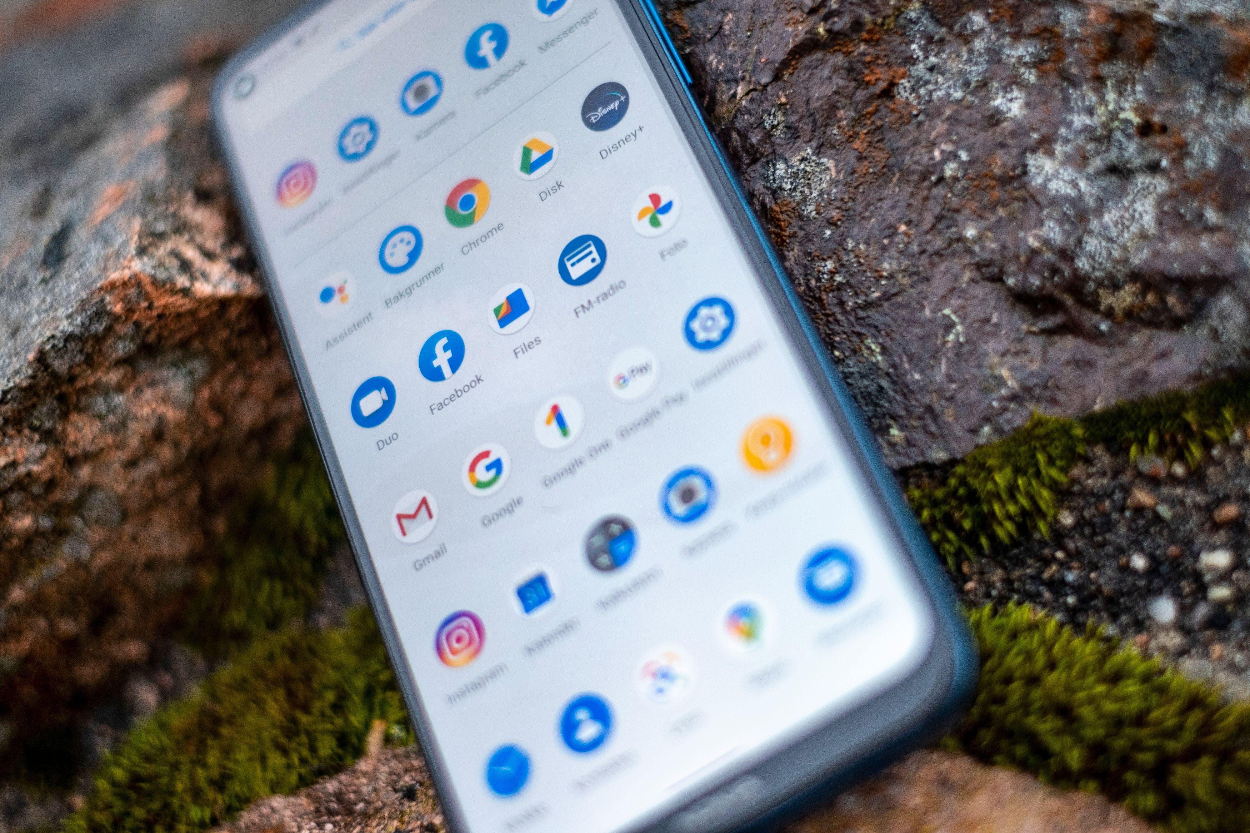 Skjermen her skroller ikke jevnt, slik man allerede har begynt å forvente av telefoner til 5.000 kroner. Til henholdsvis sju eller åtte tusenlapper avhengig av versjon, svikter Nokia 8.3 på viktige forventninger.