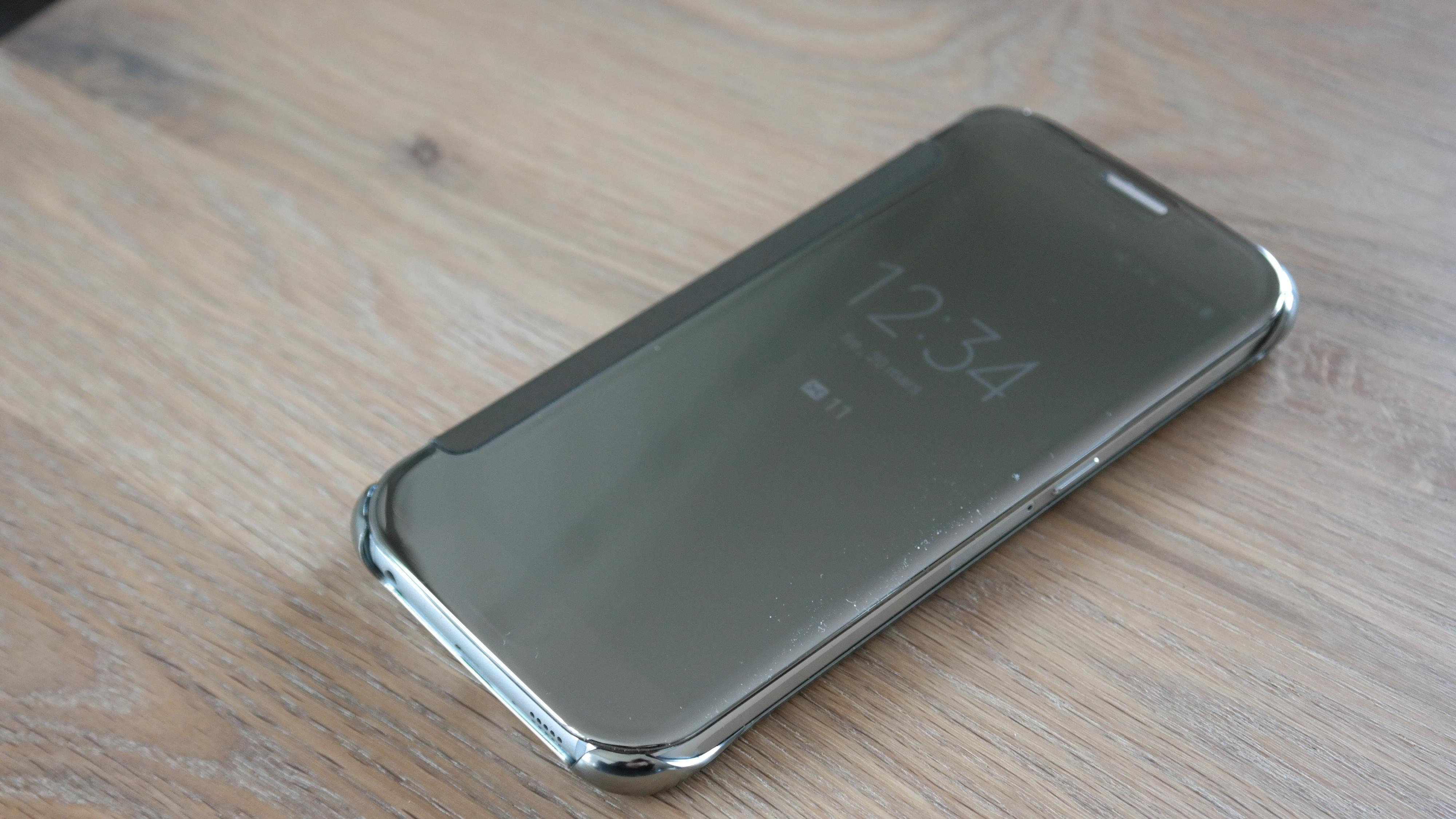 Samsungs nye Clear View Cover har frontdeksel med touch og transparent speil. Foto: Espen Irwing Swang, Tek.no