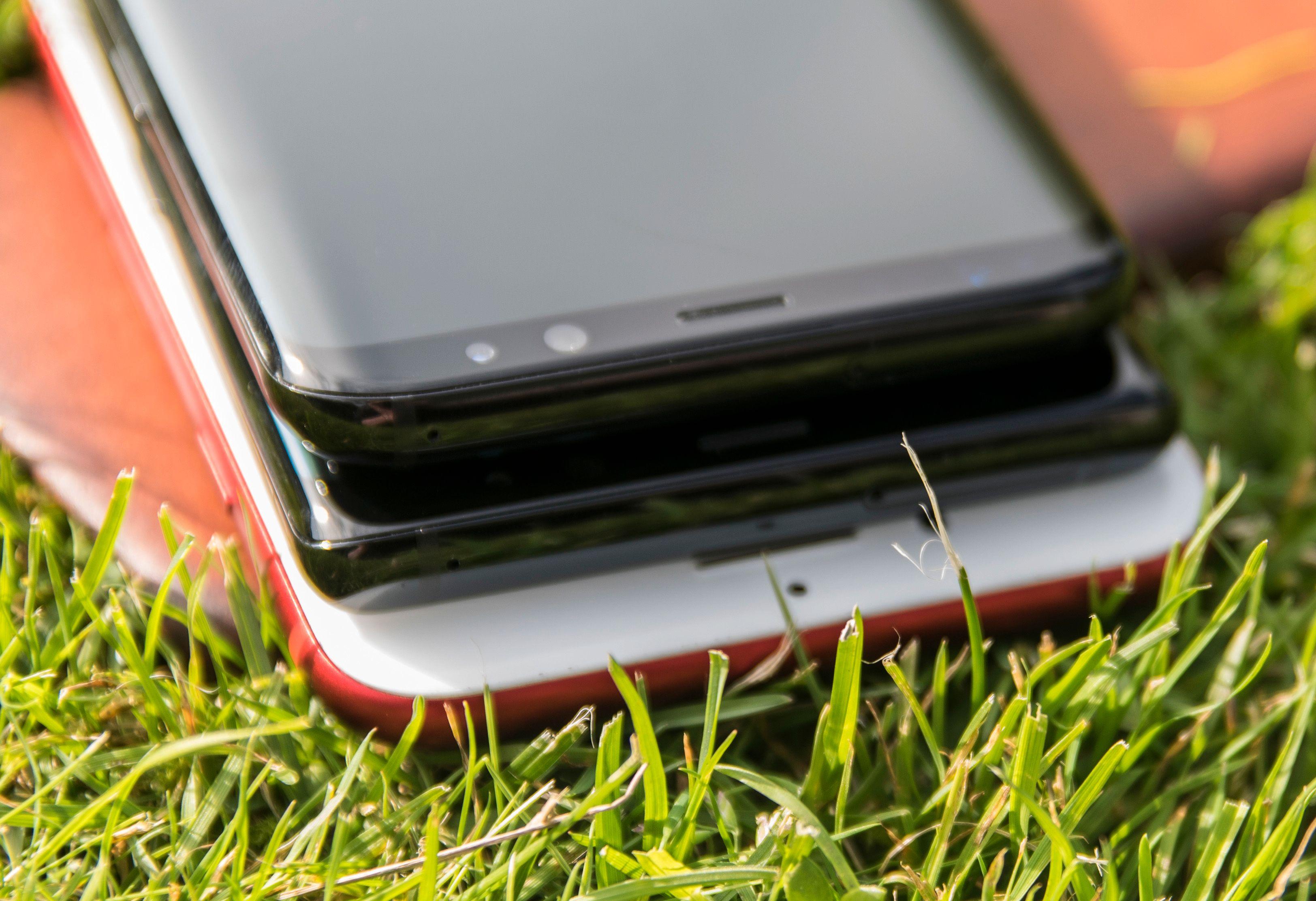 Bred last! Forskjellene i bredde mellom iPhone 7 Plus, Note 8 og Galaxy S8+ er relativt små. Alle blir i praksis tohåndsmobiler for mange.