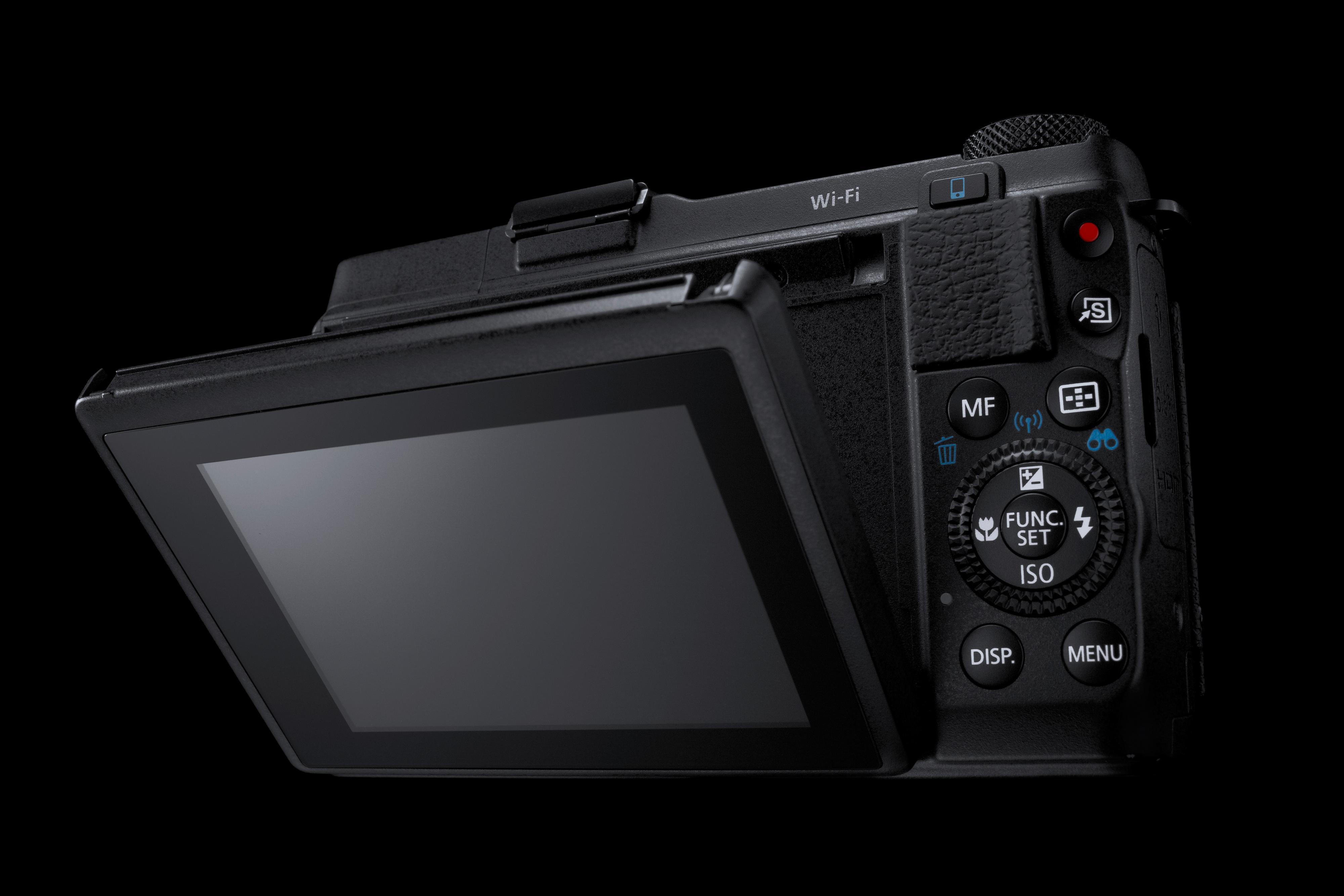 Utvippbar skjerm og god plassering av knappene.Foto: Canon
