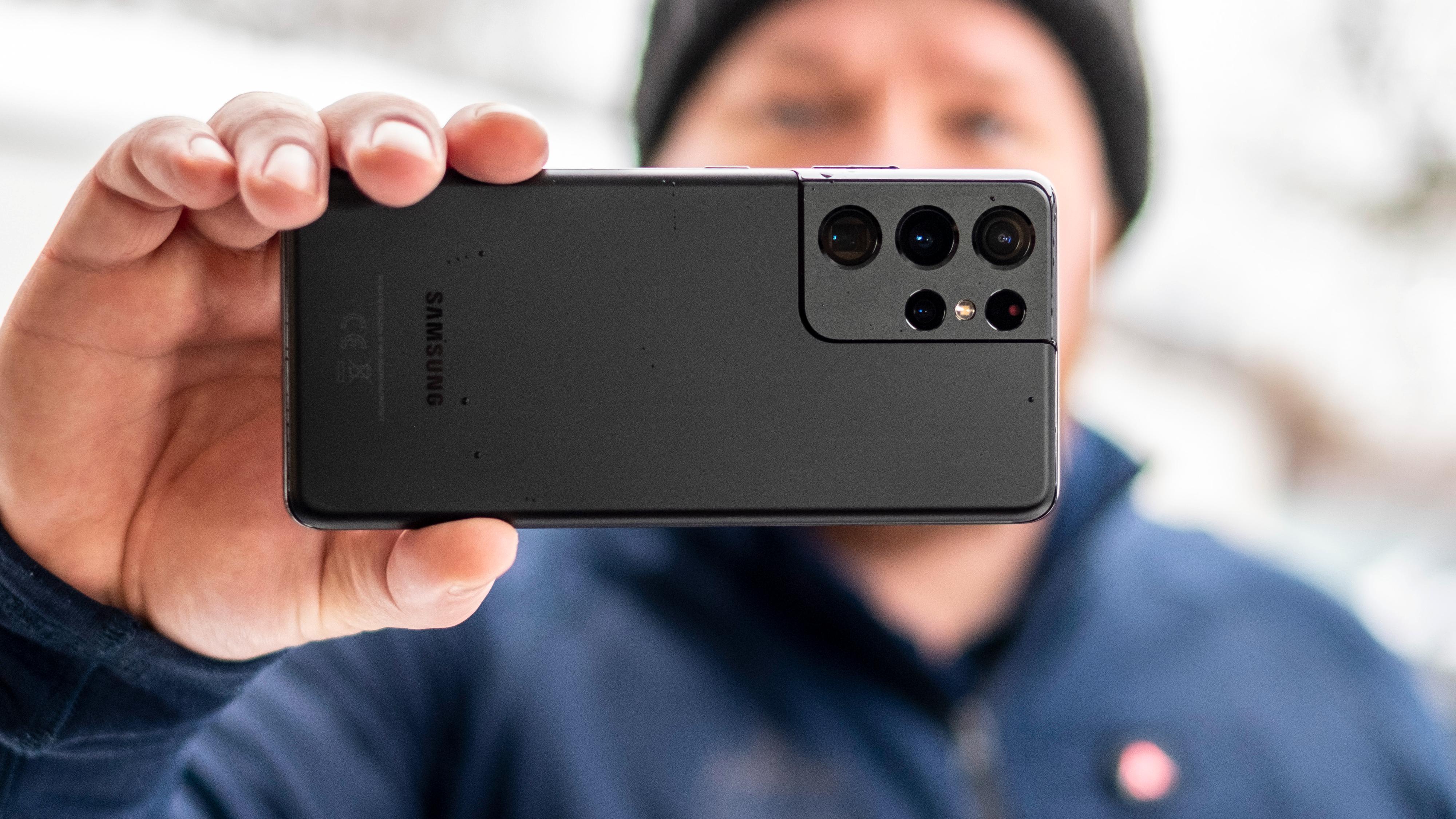 Galaxy S21 Ultra har størst batteri av de nye Samsung-toppmodellene, og i år varer den europeiske modellen tilsynelatende lenger enn den amerikanske.