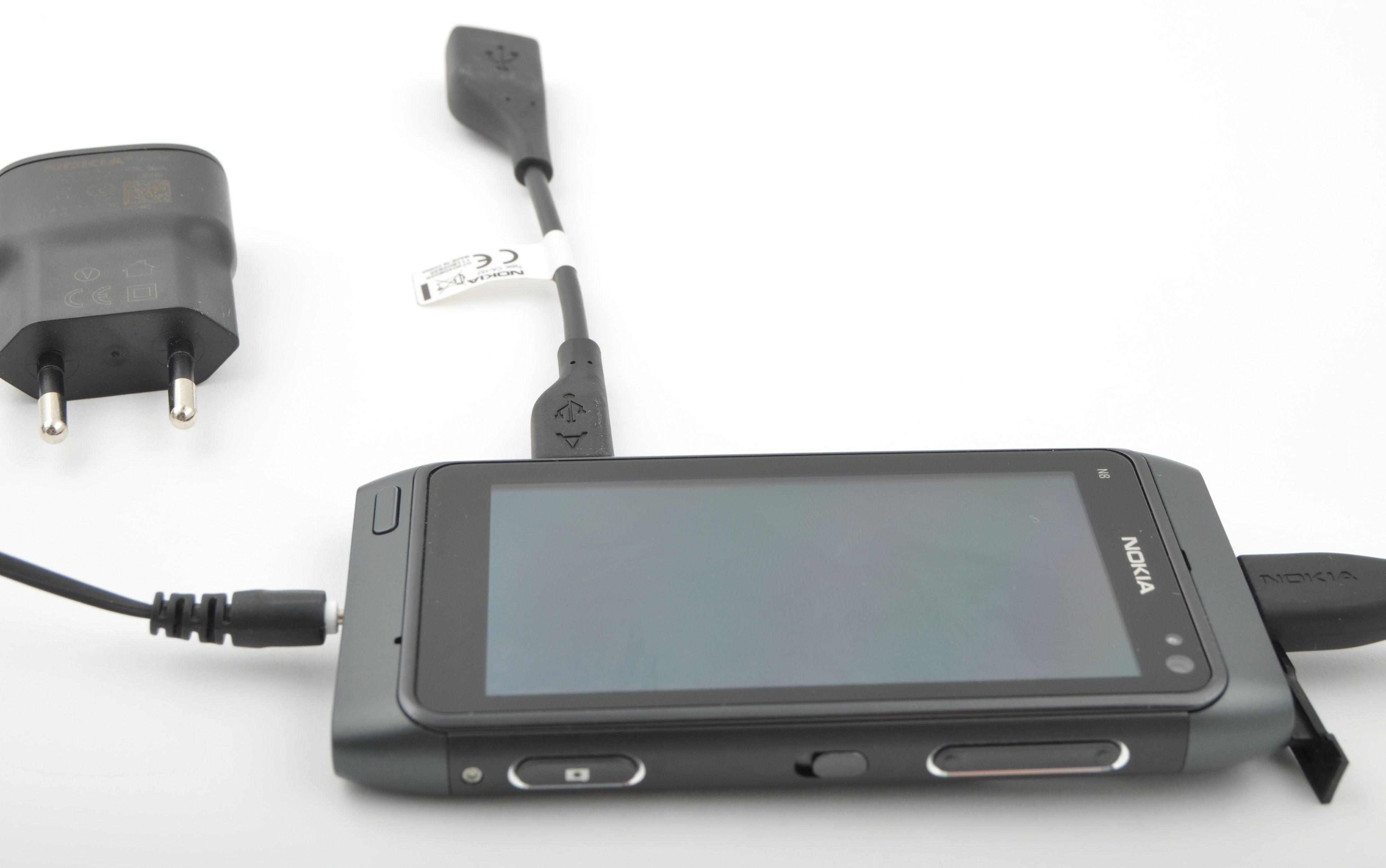 USB-enheter kan kobles til med overgang. Det følger med