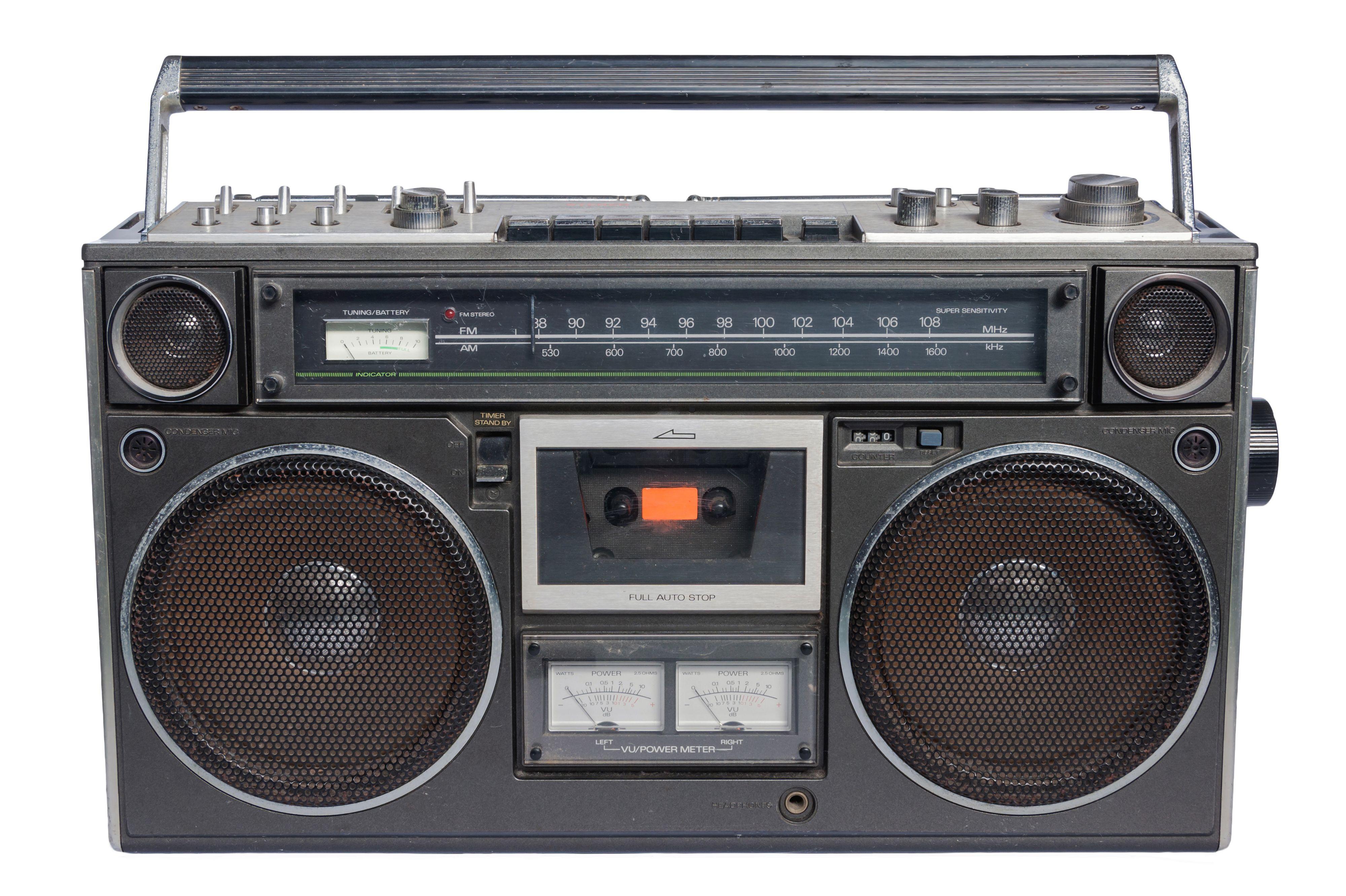 En klassiker av en kassettspiller. I 2017 blir FM-radioen stille. Foto: Shutterstock