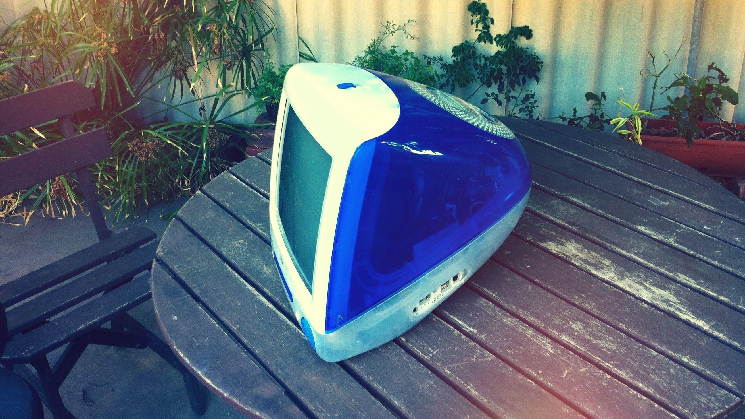 iMac G3 var en symfoni i plast, bilderør og USB-porter. Og en klassiker med eplelogo på.