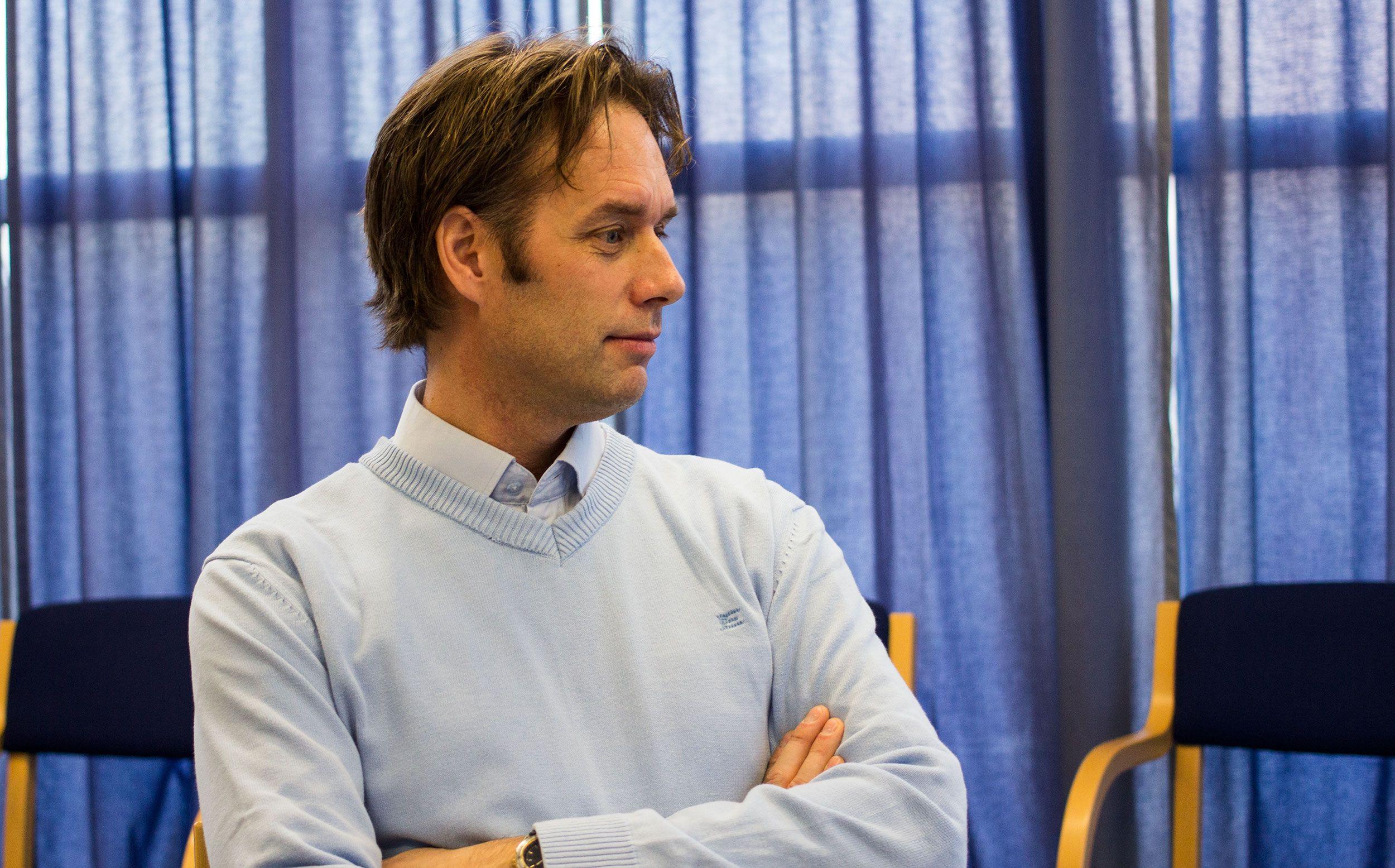 Øyvind Nyland, operasjonssjef for datarekonstruksjonsavdelingen til IBAS, har sett mange skadede harddisker.