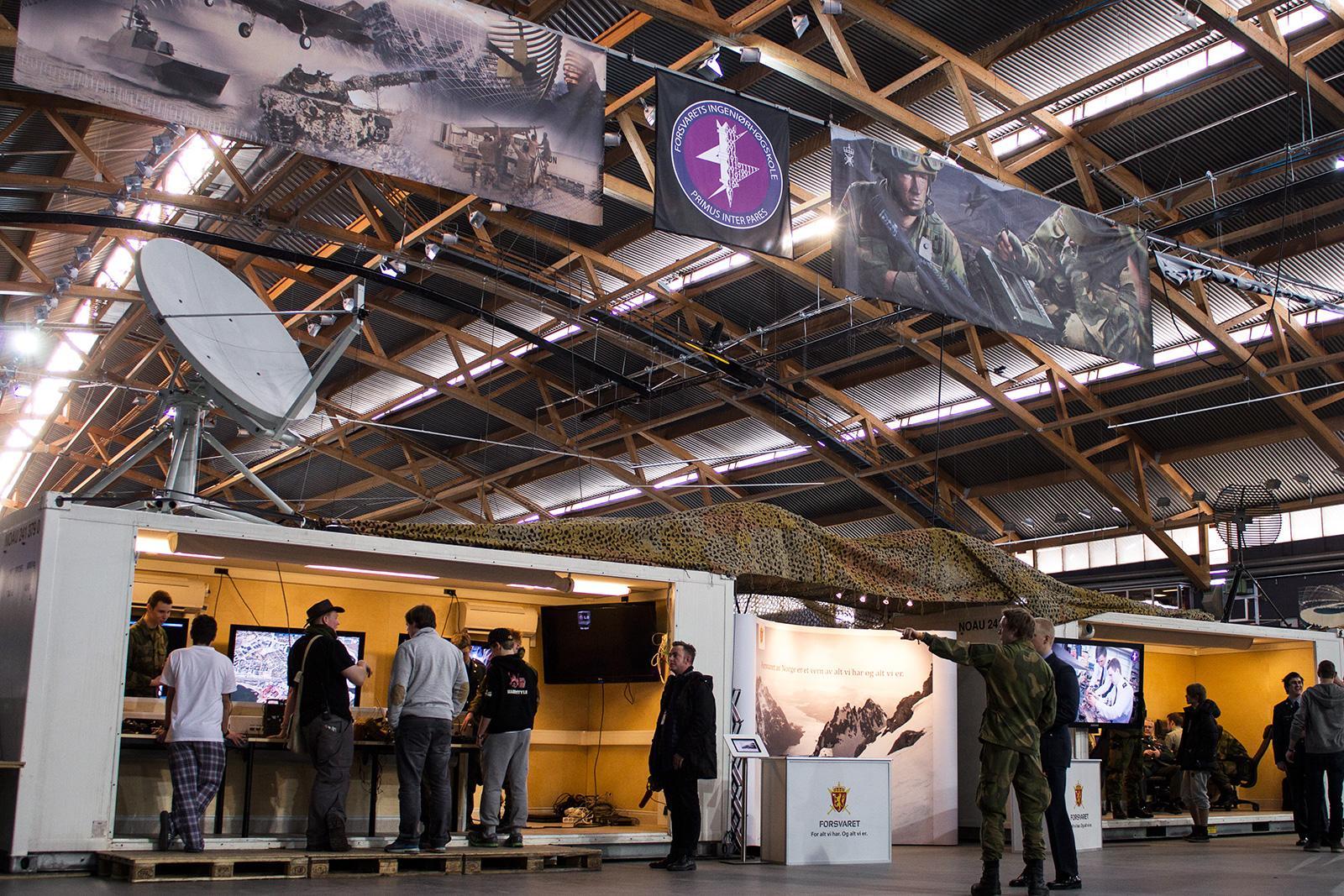 Forsvaret er på plass med alt fra droner til telefoner.Foto: Varg Aamo, hardware.no