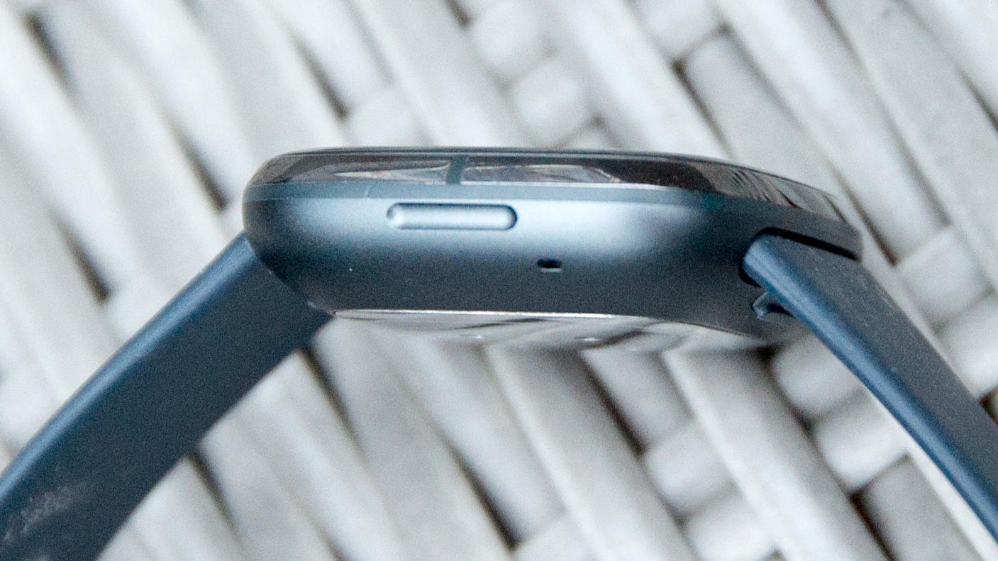 Facebook jobber etter sigende med en smartklokke hvor man kan ta av skjermen og bruke den til å ta bilder med. Bildet viser en Fitbit-modell og er ment for illustrasjon.