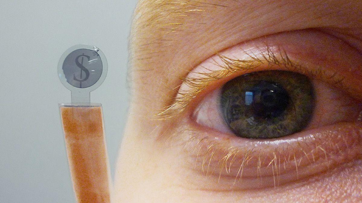 Denne kontaktlinsen har skjerm