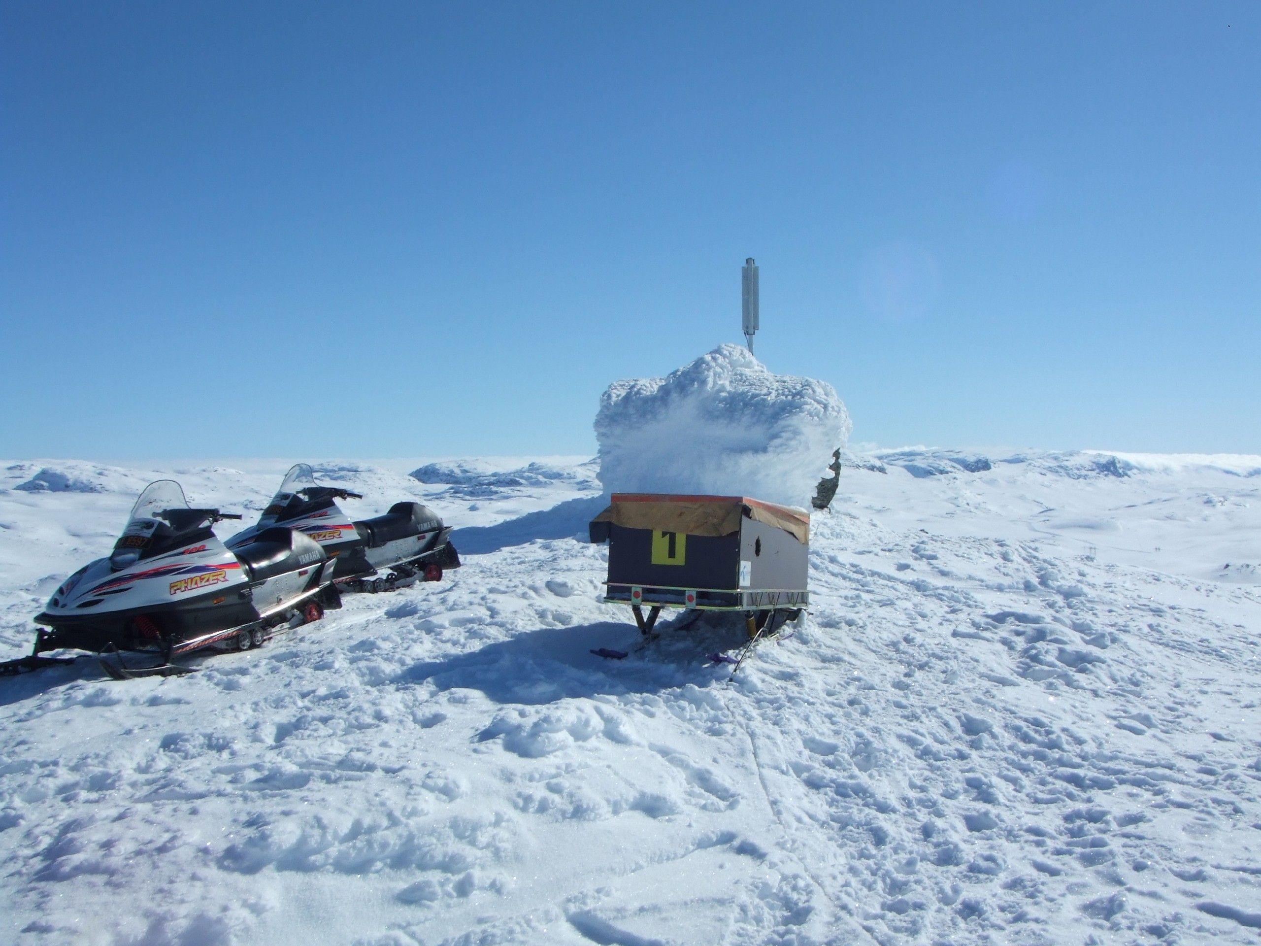 Vanligvis er flyttbare basestasjoner på hjul. Når man skal opp på høyfjellet må meiene på.Foto: Telenor