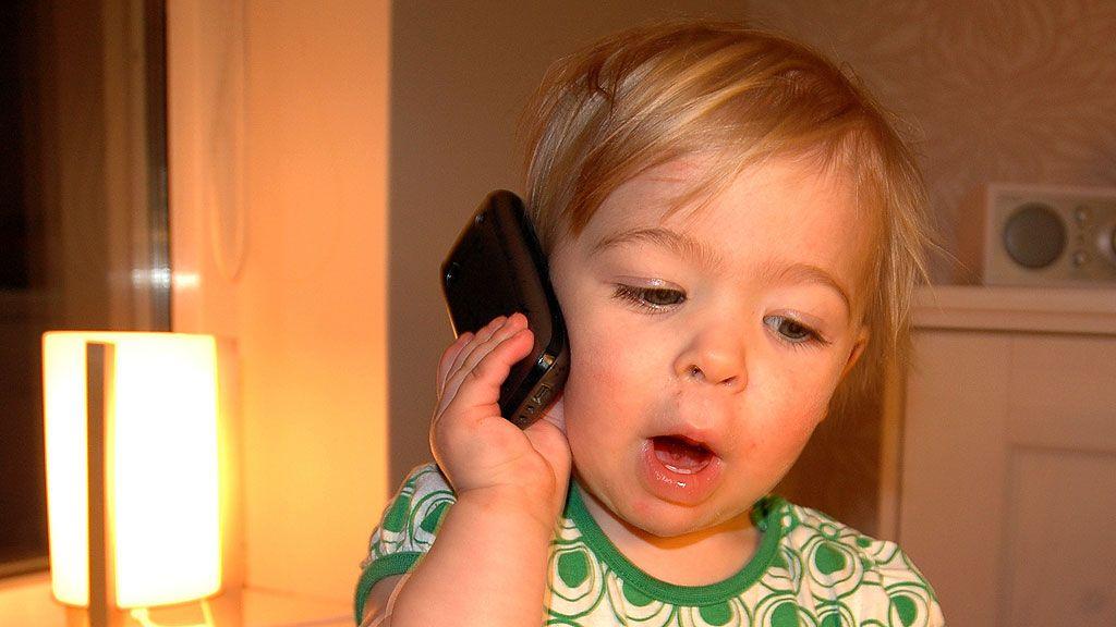 Advarer barn mot mobilbruk