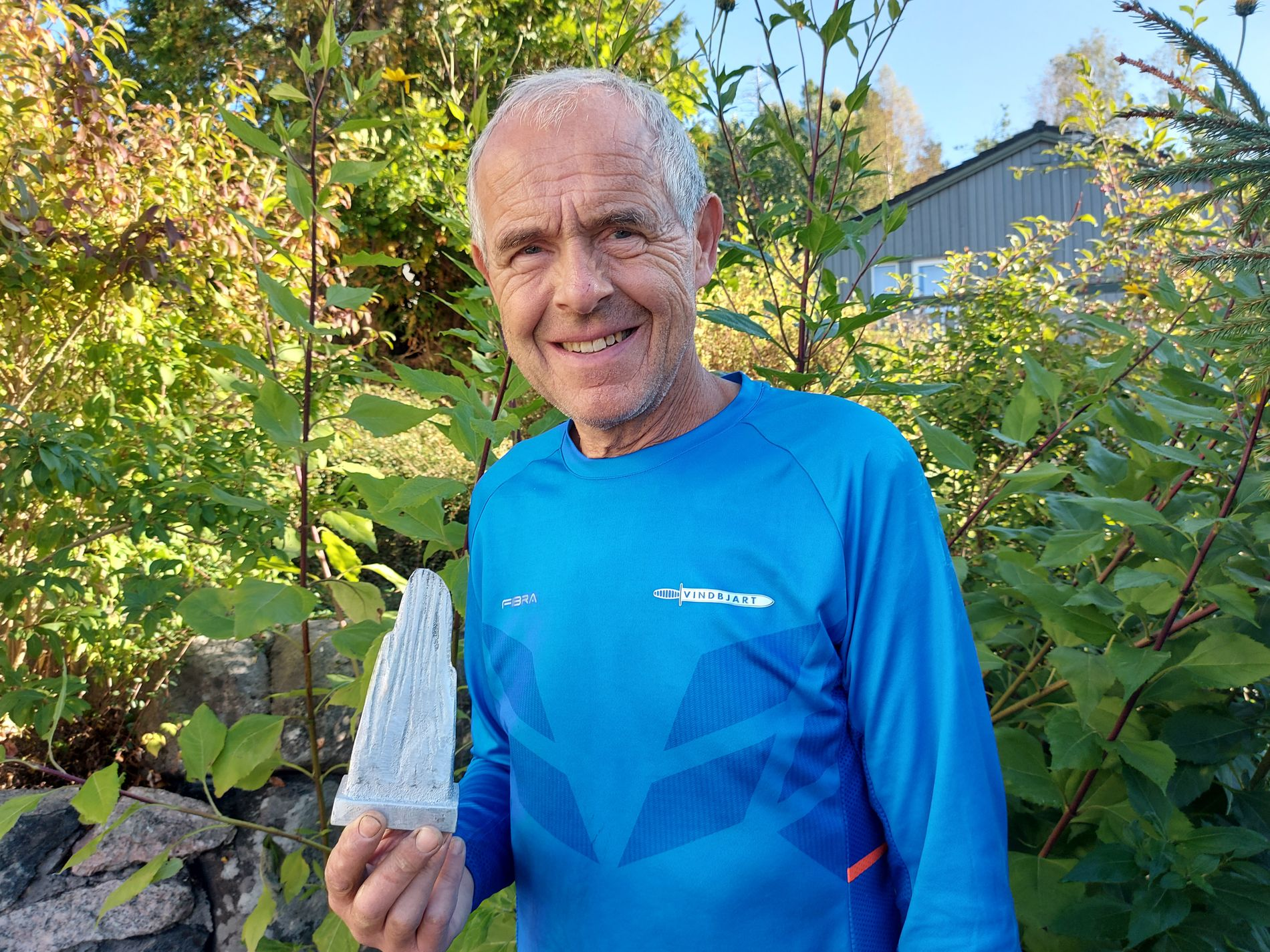 Harry Alf Andersen with the award that will be delivered on the day of the activity.