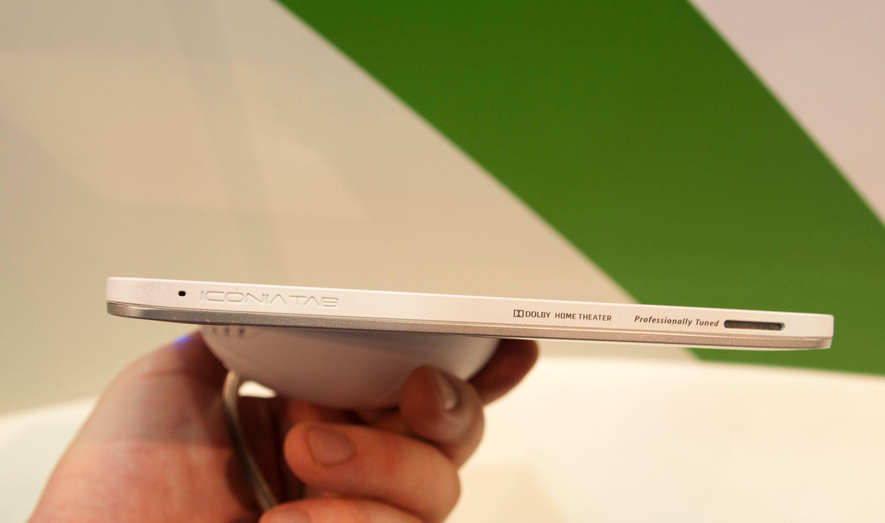 Iconia W510 er rett under 9 millimeter tykt, og det skal ha god lyd fra de innebygde høyttalerne.