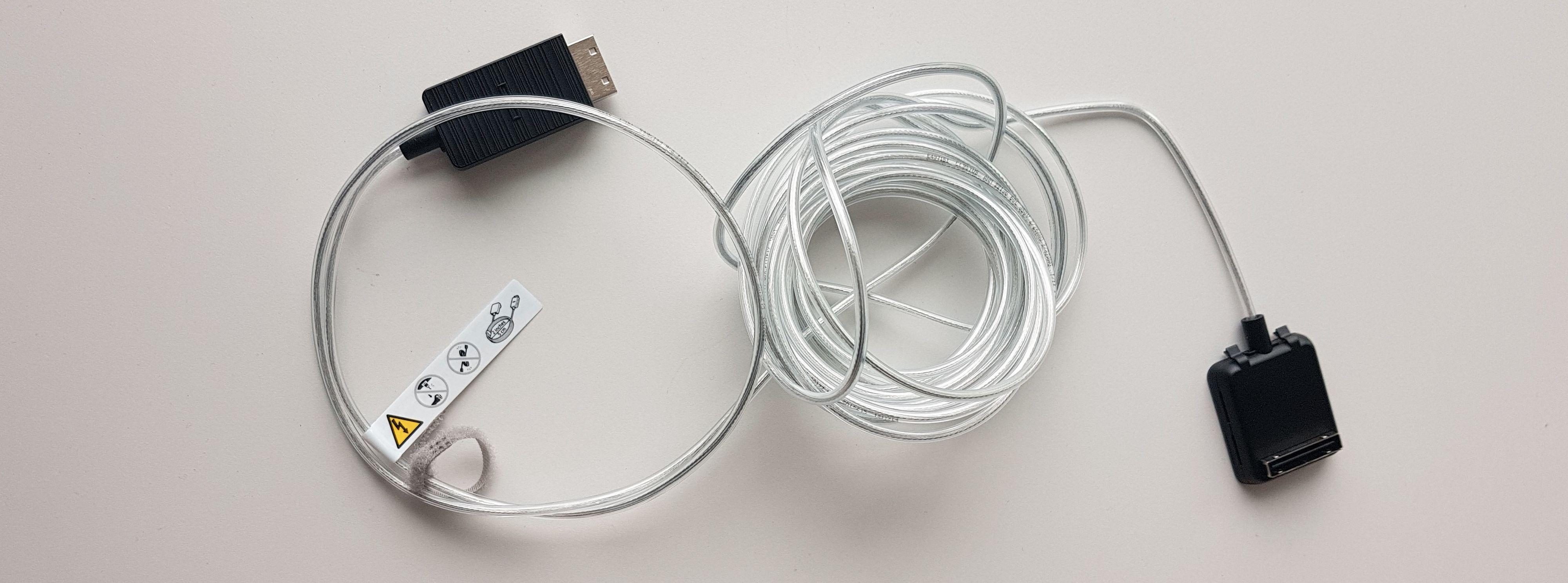 Den nye kabelen tar seg nå også av strømmen til TV-en.