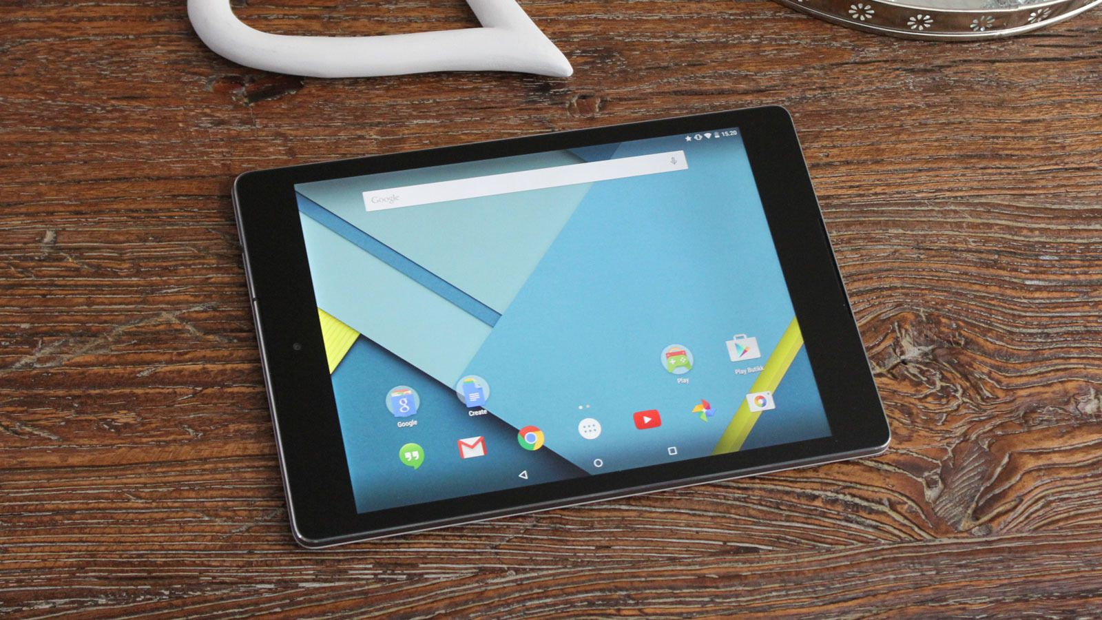 Den minner unektelig mye om iPad. I størrelse havner den mellom iPad Mini og iPad Air.Foto: Espen Irwing Swang, Tek.no