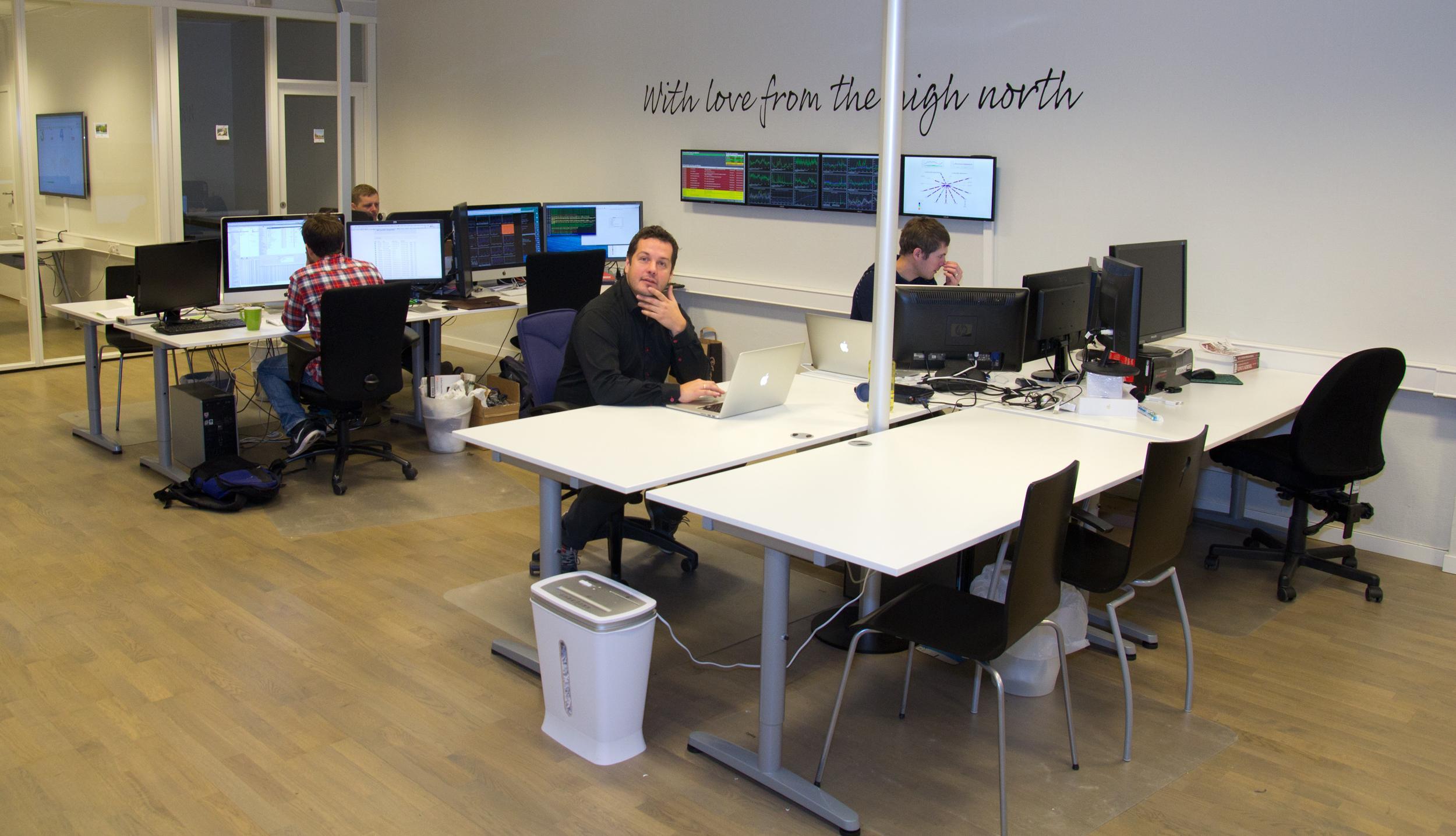 Et virkelig trivelig kontormiljø.Foto: Rolf B. Wegner, Hardware.no