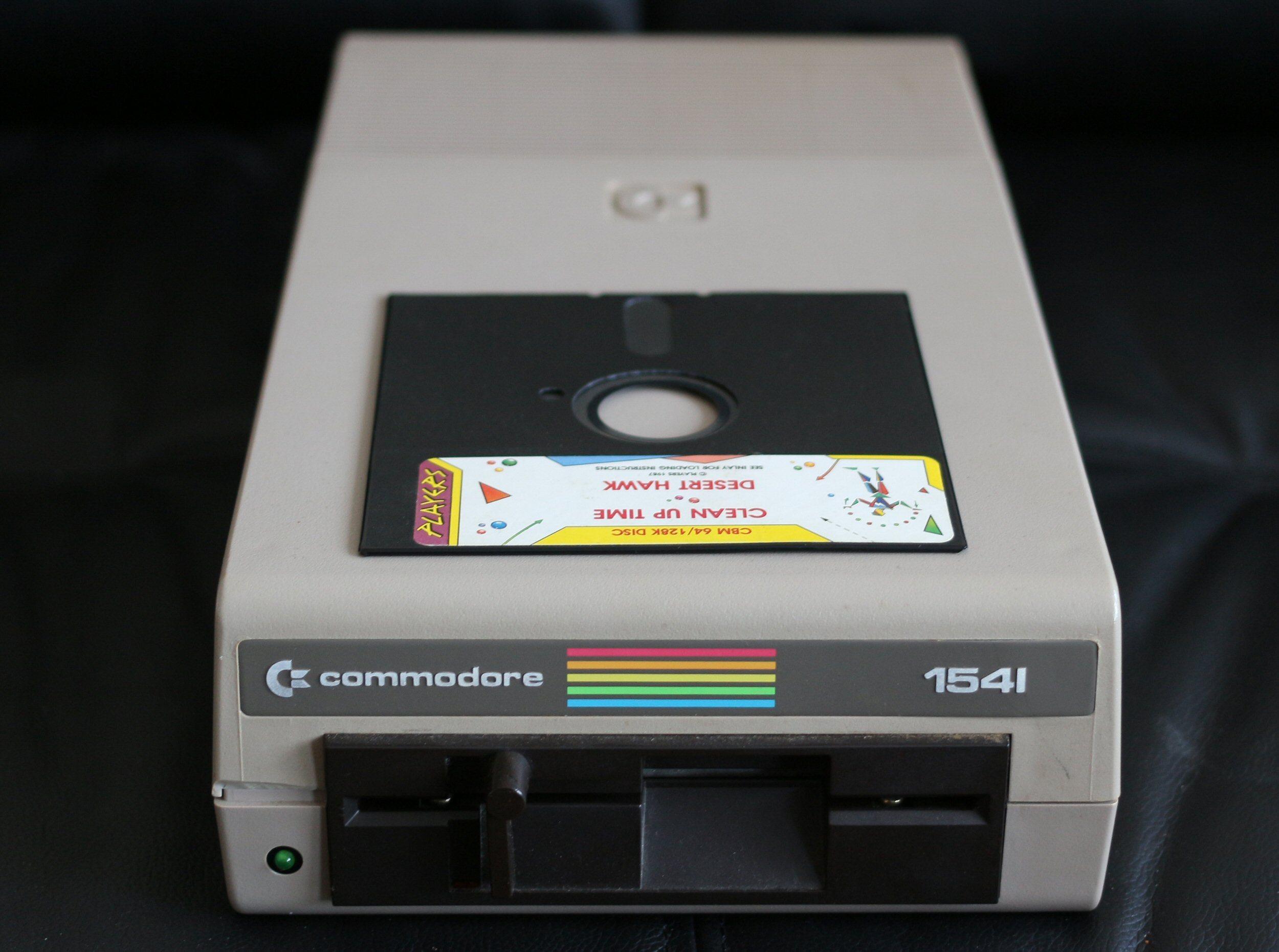 Commodore 1541 bruker 5¼-tommers disketter. Foto: Vegar Jansen, Tek.no