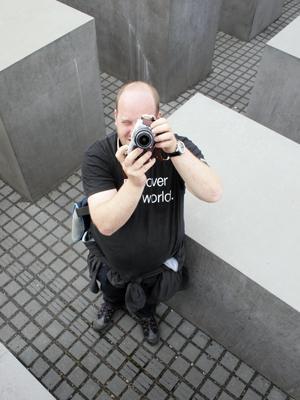 Erik Skjerve i Olympus Norge demonstrerer E-P1
