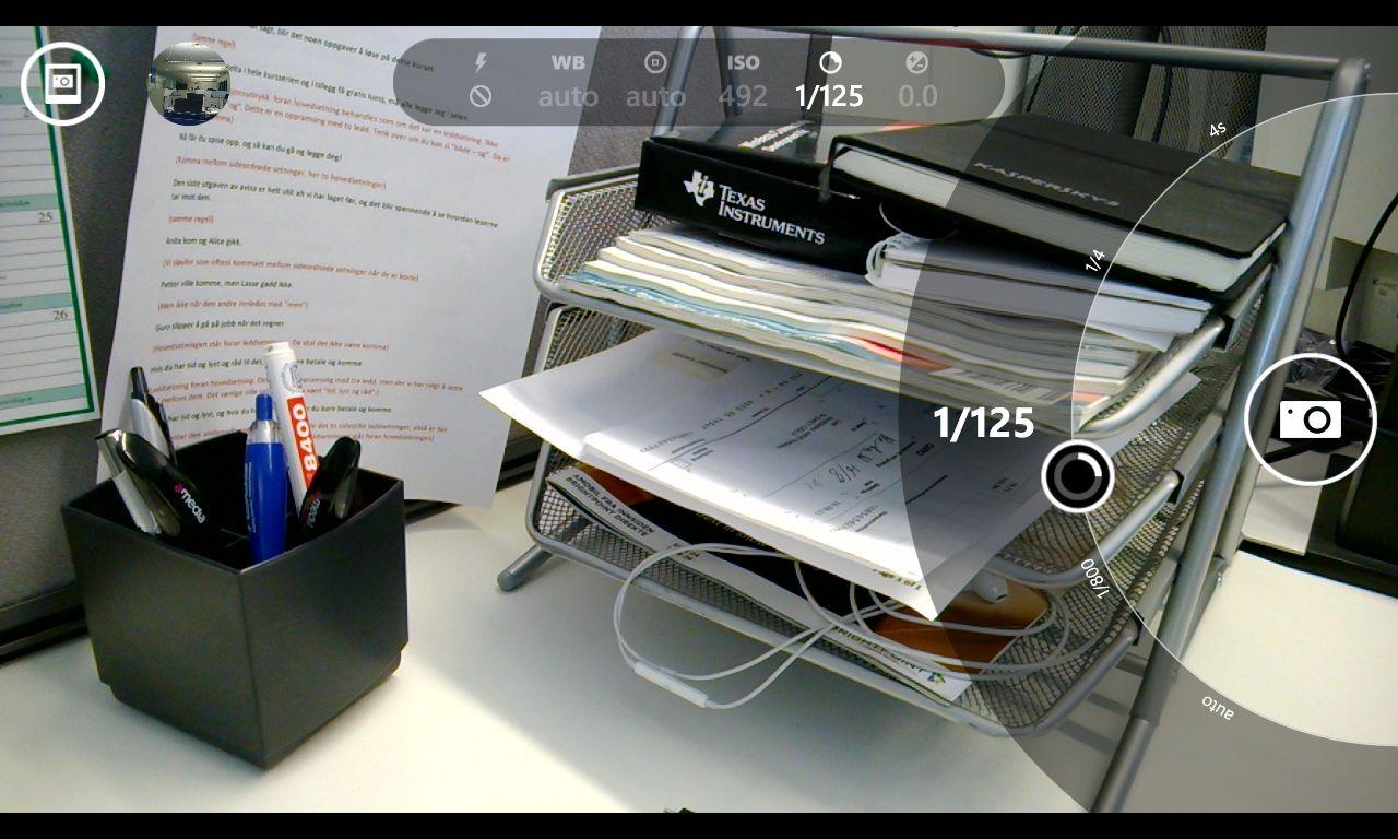 Nokia Pro Cam-appen gir deg et «hjul» på høyre side for justering av blant annet lukkertid, fokus og eksponering.