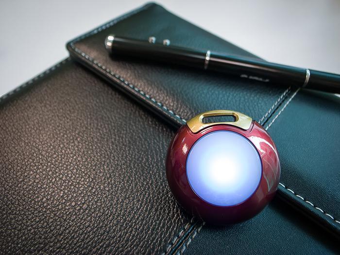 Qblinks kan lyse i en rekke forskjellige farger, basert på meldinger og varsler fra smarttelefonen din.