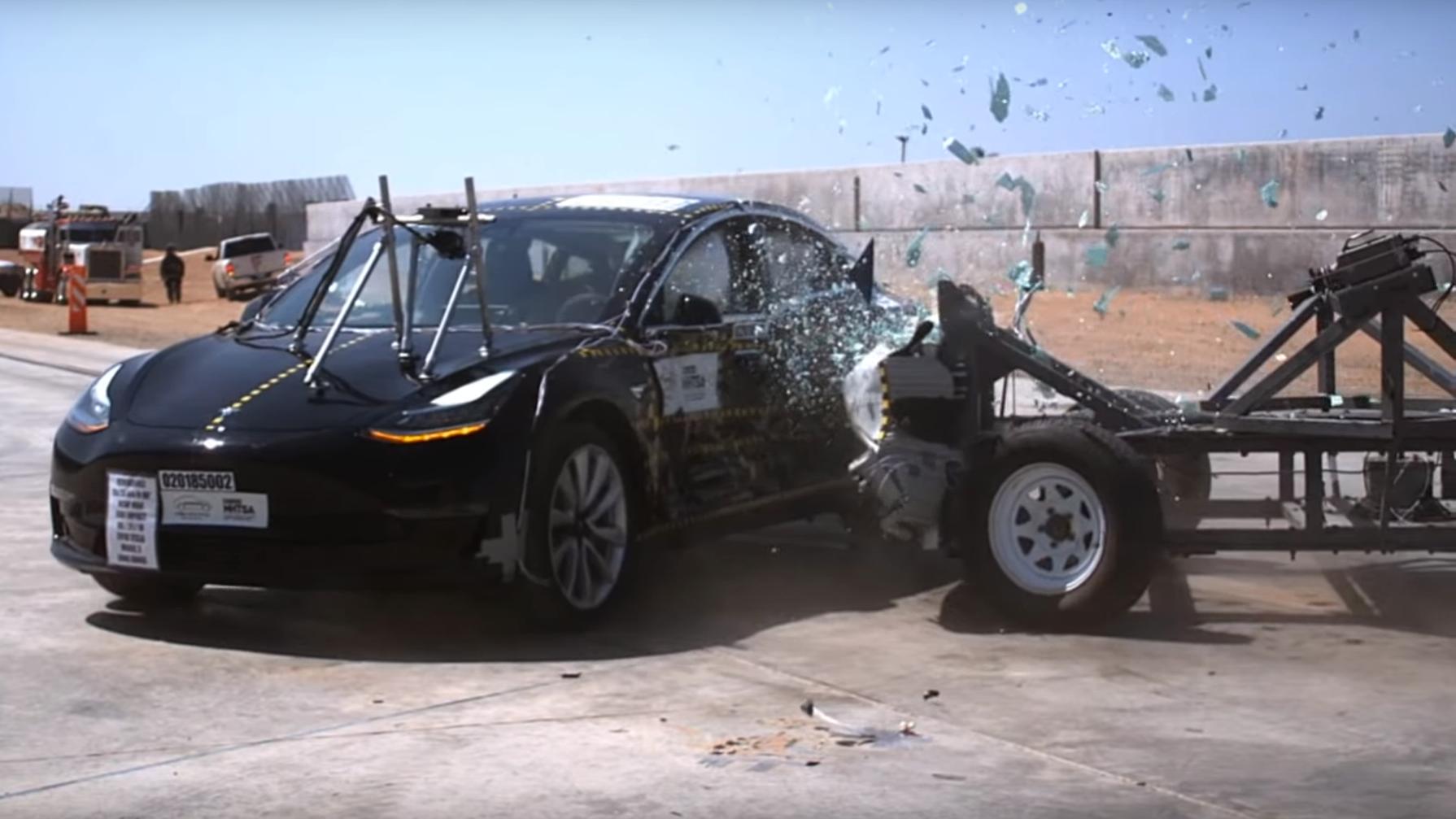 Video: Her smadres Tesla Model 3