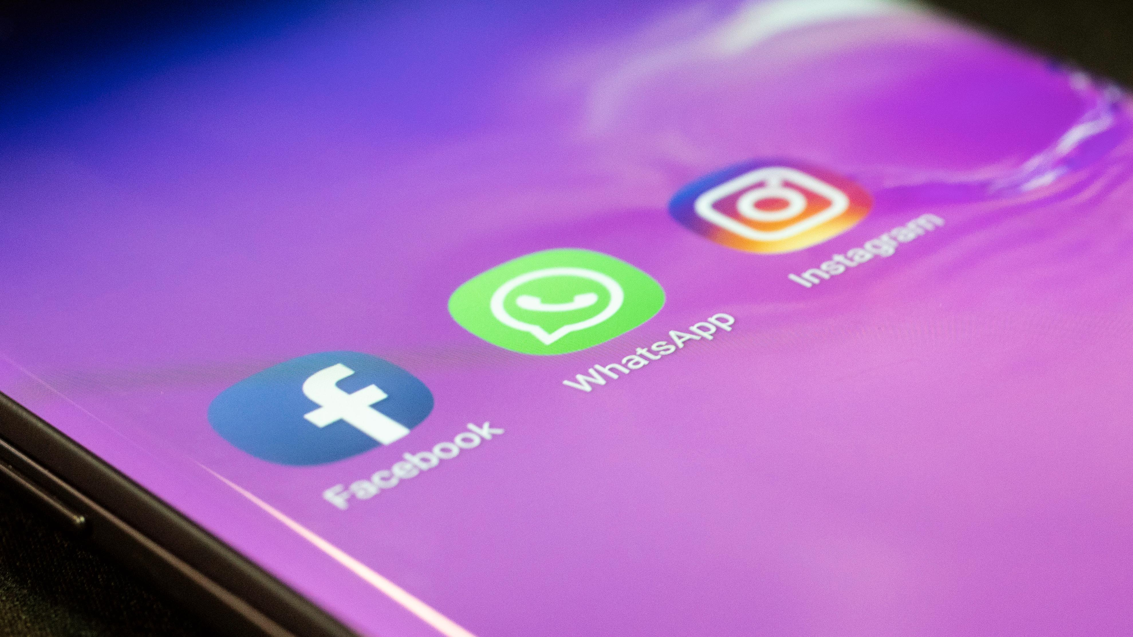 Facebook dropper Huawei-mobiler