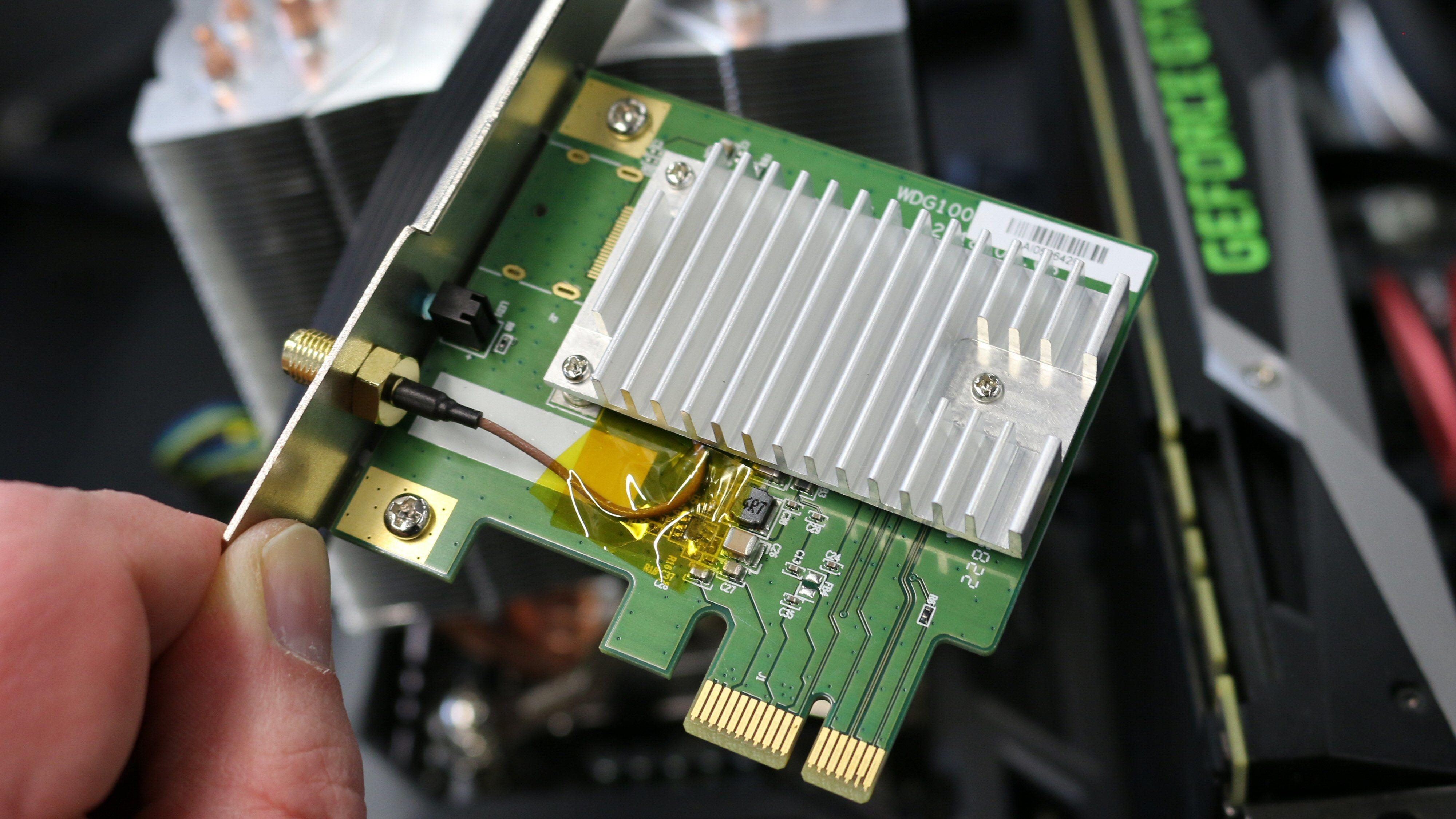 WiGig-kortet krever et ledig PCIe-spor i VR-riggen din.