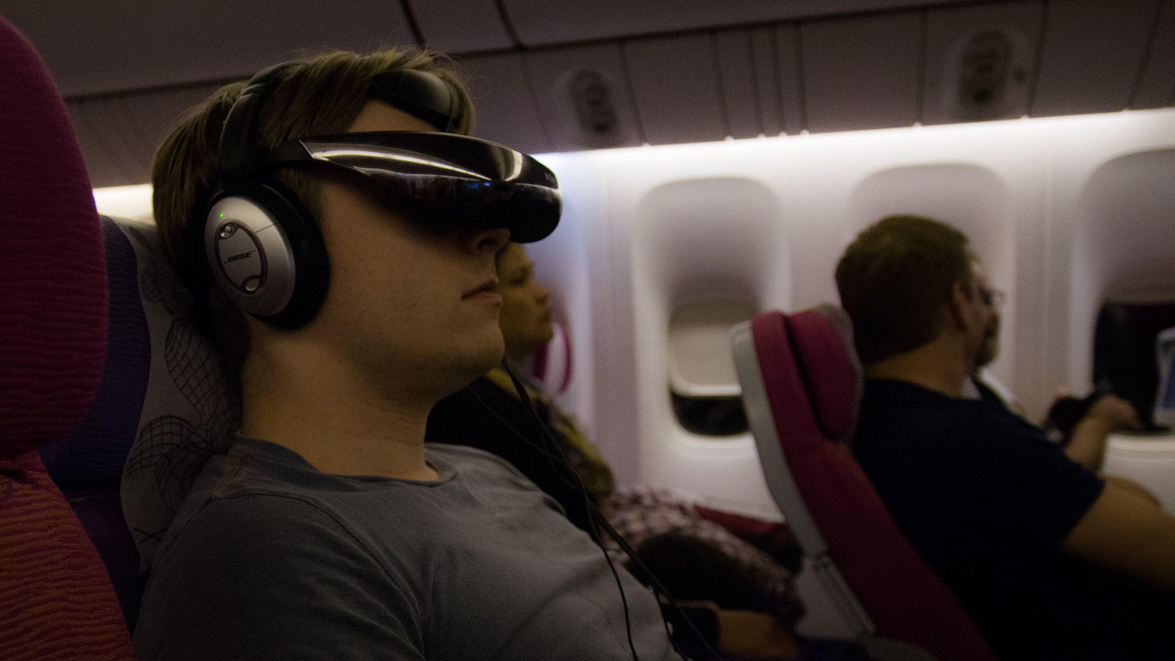 Sony HMZ-T3W kan kanskje passe bedre på flyet enn i stua.Foto: Rolf B. Wegner, Hardware.no