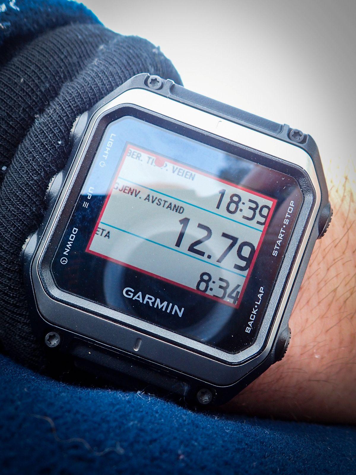 Jeg må innrømme at jeg ikke forstår meg helt på at «ETA» (estimert tid for ankomst) er 08:34. Da høres 18:34 mer riktig ut, men hva «Ber. TI [RØD PRIKK]P. Veien» egentlig betyr, forstår jeg egentlig ikke helt... Men det viktigste er at jeg fortår at jeg har 12,79 kilomter igjen.