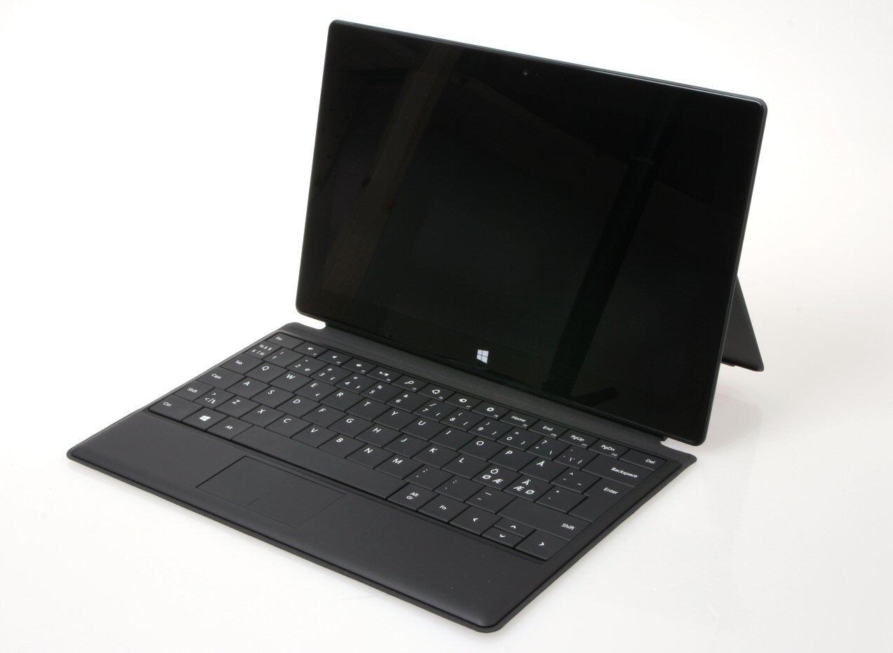 Surface Pro med tastaturdekselet Type Cover, som er ekstrautstyr.Foto: Vegar Jansen, Hardware.no