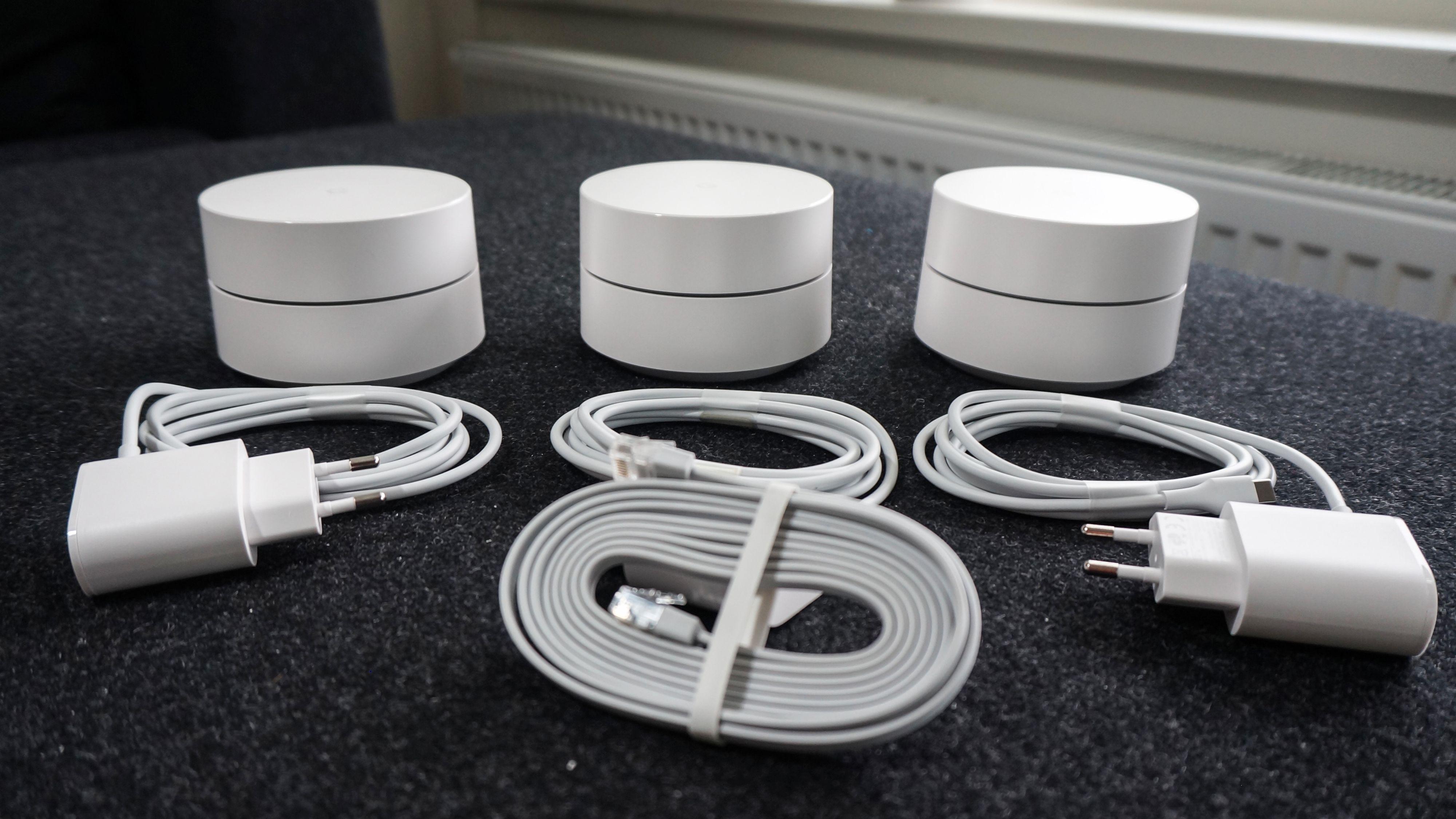 Trepakken med Google Wifi-enheter skal kunne gi god wifi-dekning i hus på opptil cirka 400 kvadratmeter, litt avhengig av materialer og utforming.