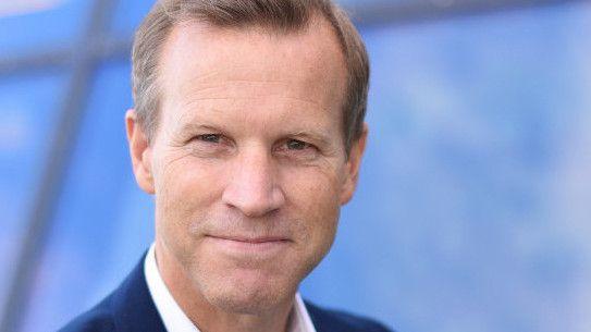 Informasjonssjef Anders Krokan i Telenor sier kundene med telefoner på topp 10-lista bruker mye mer data enn en snittkunde.