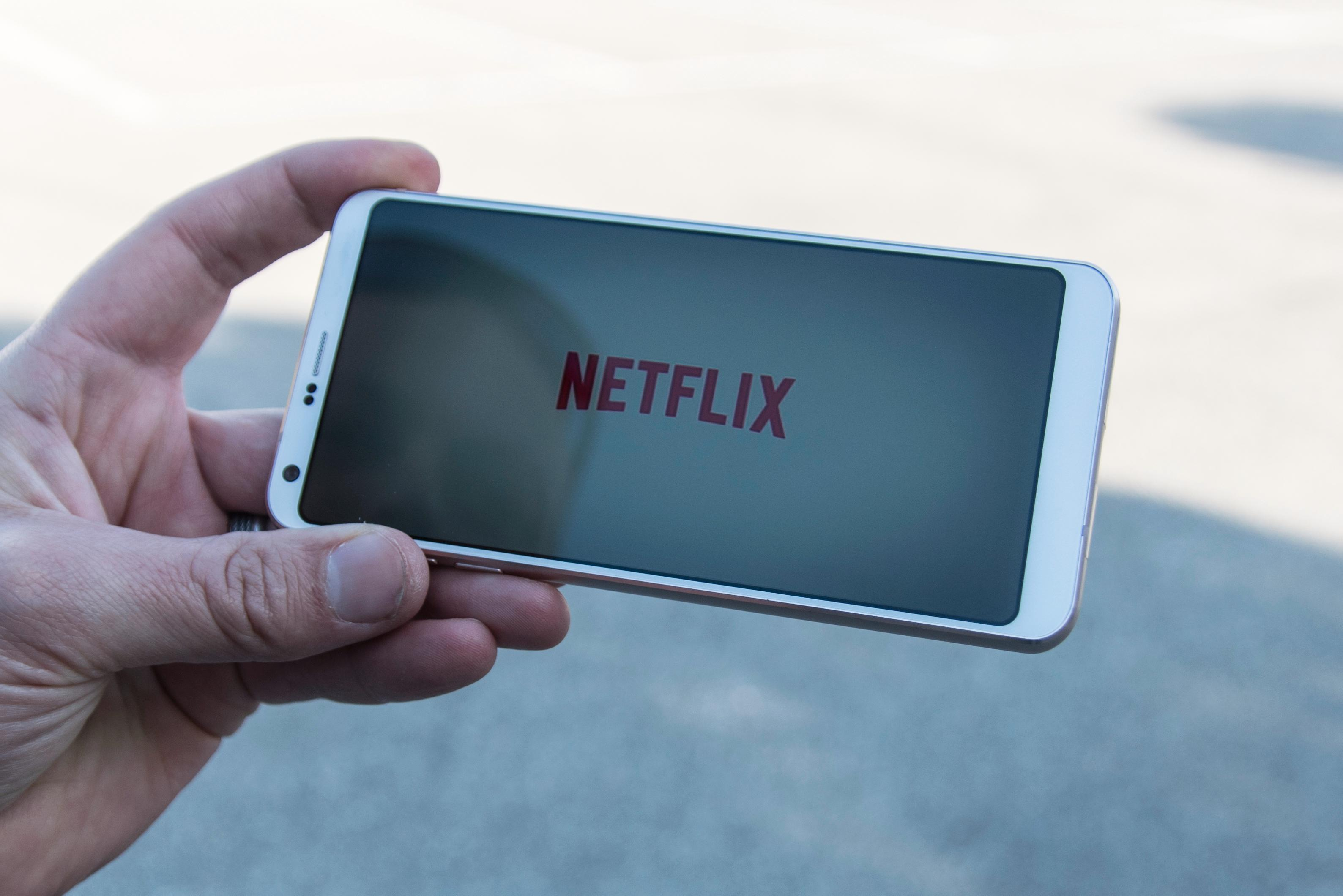 Netflix har alt innhold med riktig aspekt for mobilen, men de sitter også på HDR-innhold som kan gi den heftige skjermen litt å tygge på. Først må imidlertid Android-appen oppdateres med støtte for det.
