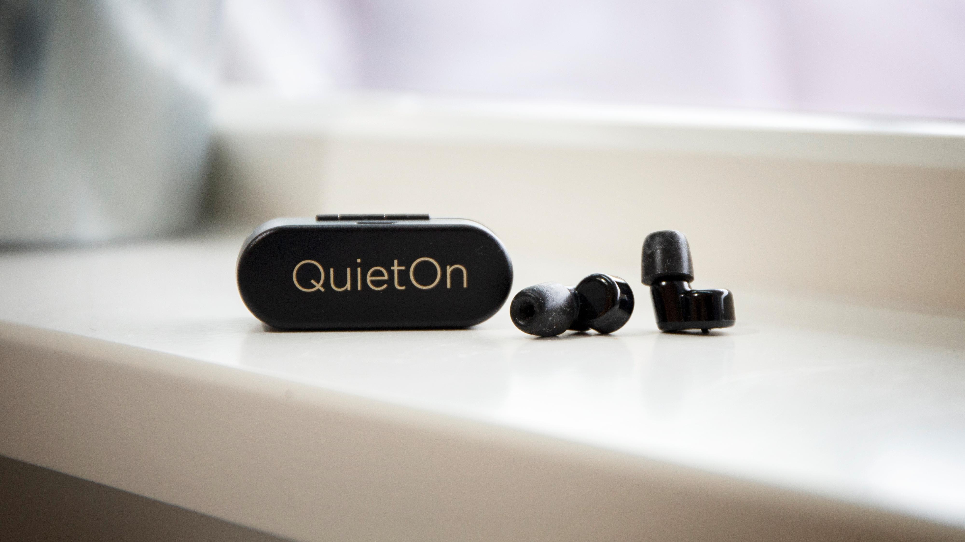 QuietOn-proppene kommer med et ladeetui som dessverre ikke har noe eget batteri.