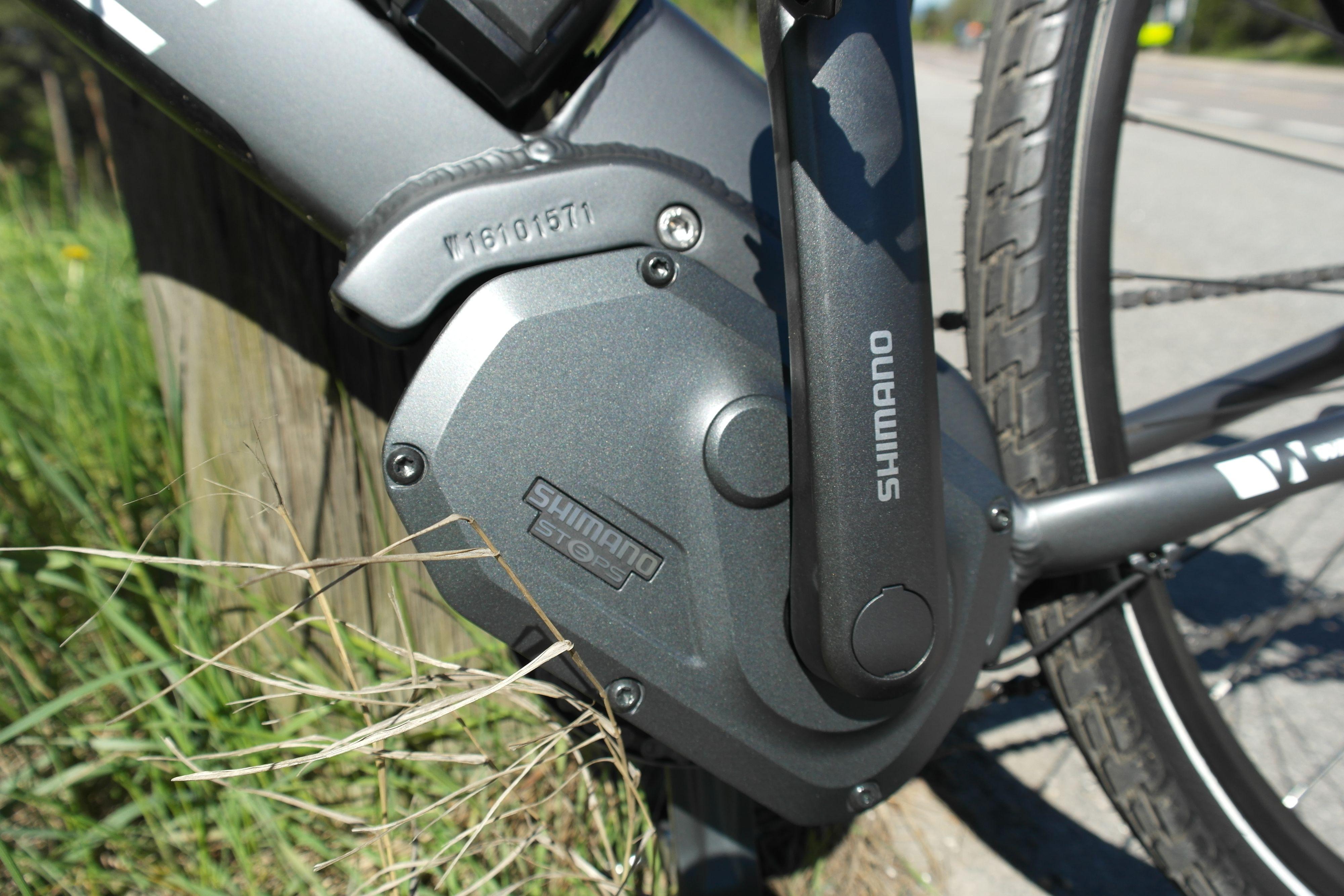 Motorene som sitter i kranken gir den mest naturlige sykkelfølelsen. Det er også det dyrere alternativet. Bilde: David Auby Johansen