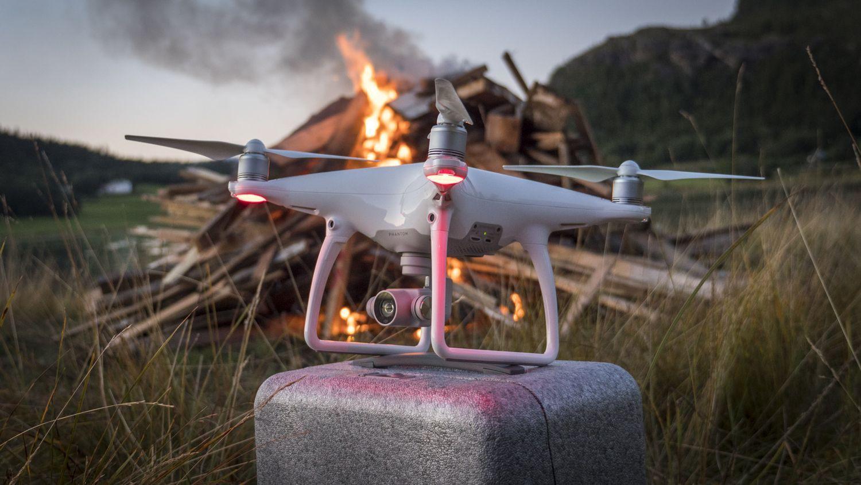 DJIs Phantom-droner har vært viktige for å demokratisere droneflyging og luftfotografi, ifølge Time. De peker på at droner kommer til å bli brukt til mye mer i det neste tiåret. Her Phantom 4 fra 2016.