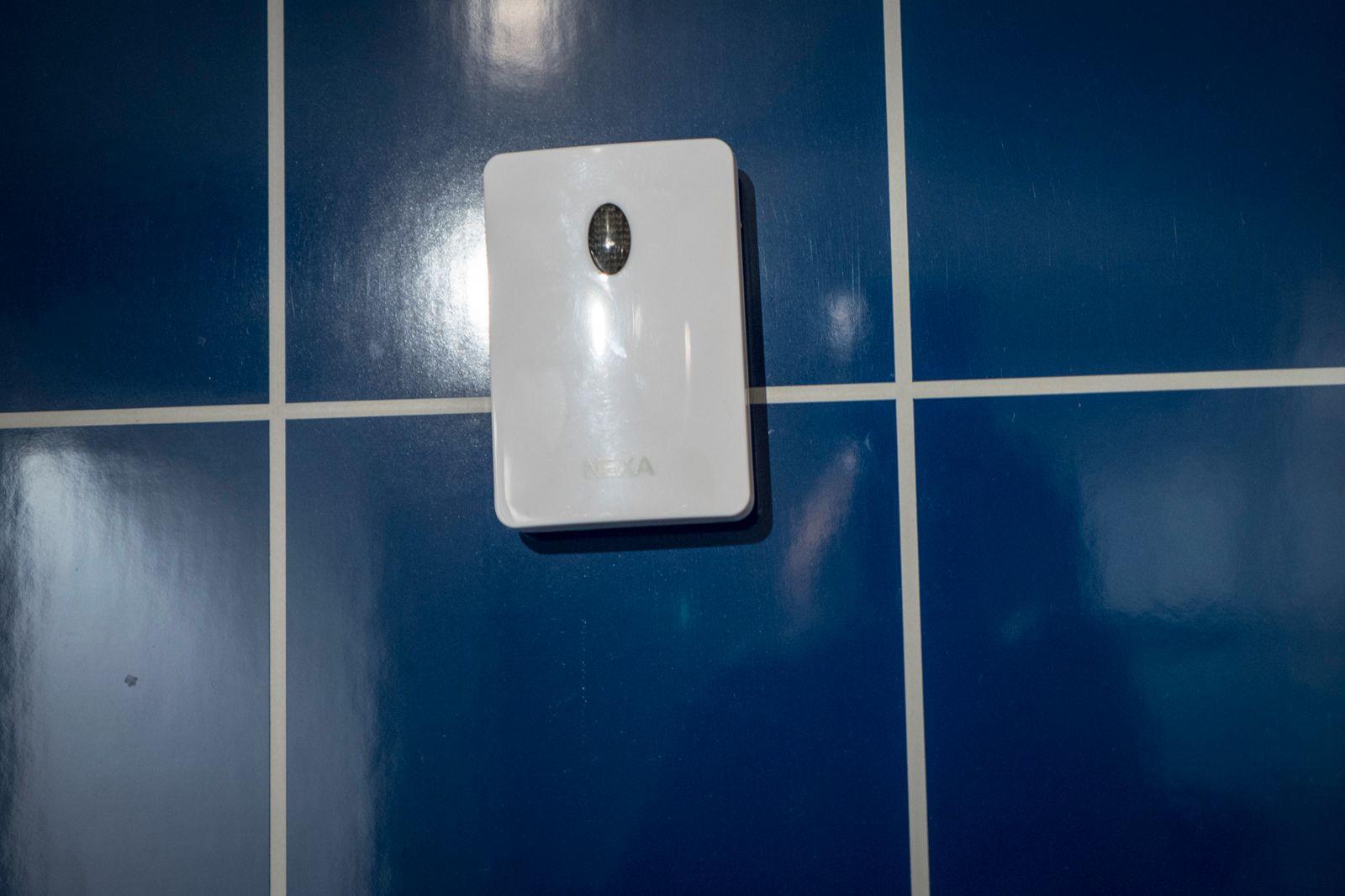 Denne lyssensoren skulle skru på radioen på badet når vi skrudde på taklyset. En god idé i teorien, men det fungerte ikke i praksis.